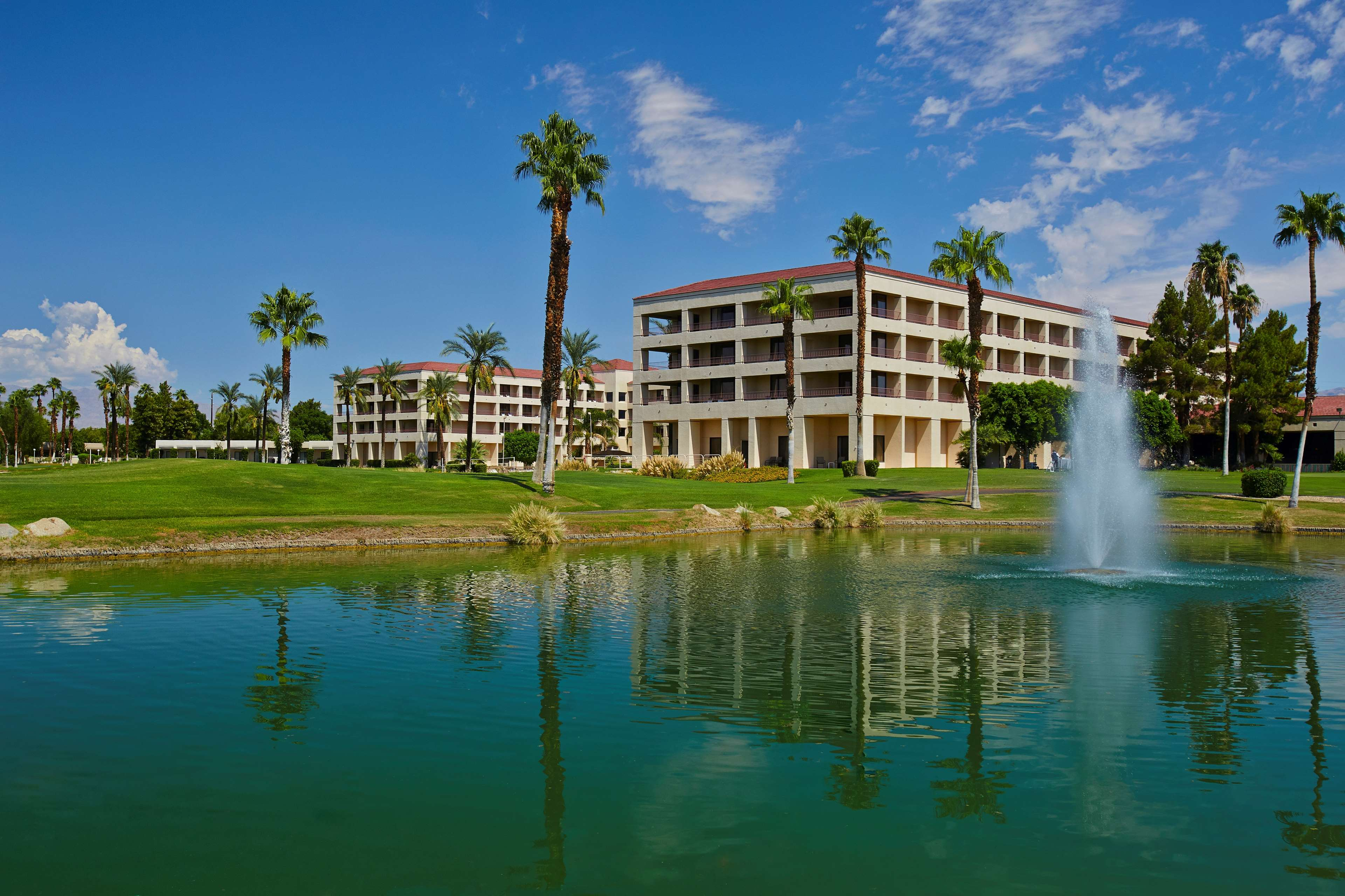 DoubleTree by Hilton Hotel Golf Resort Palm Springs image 1