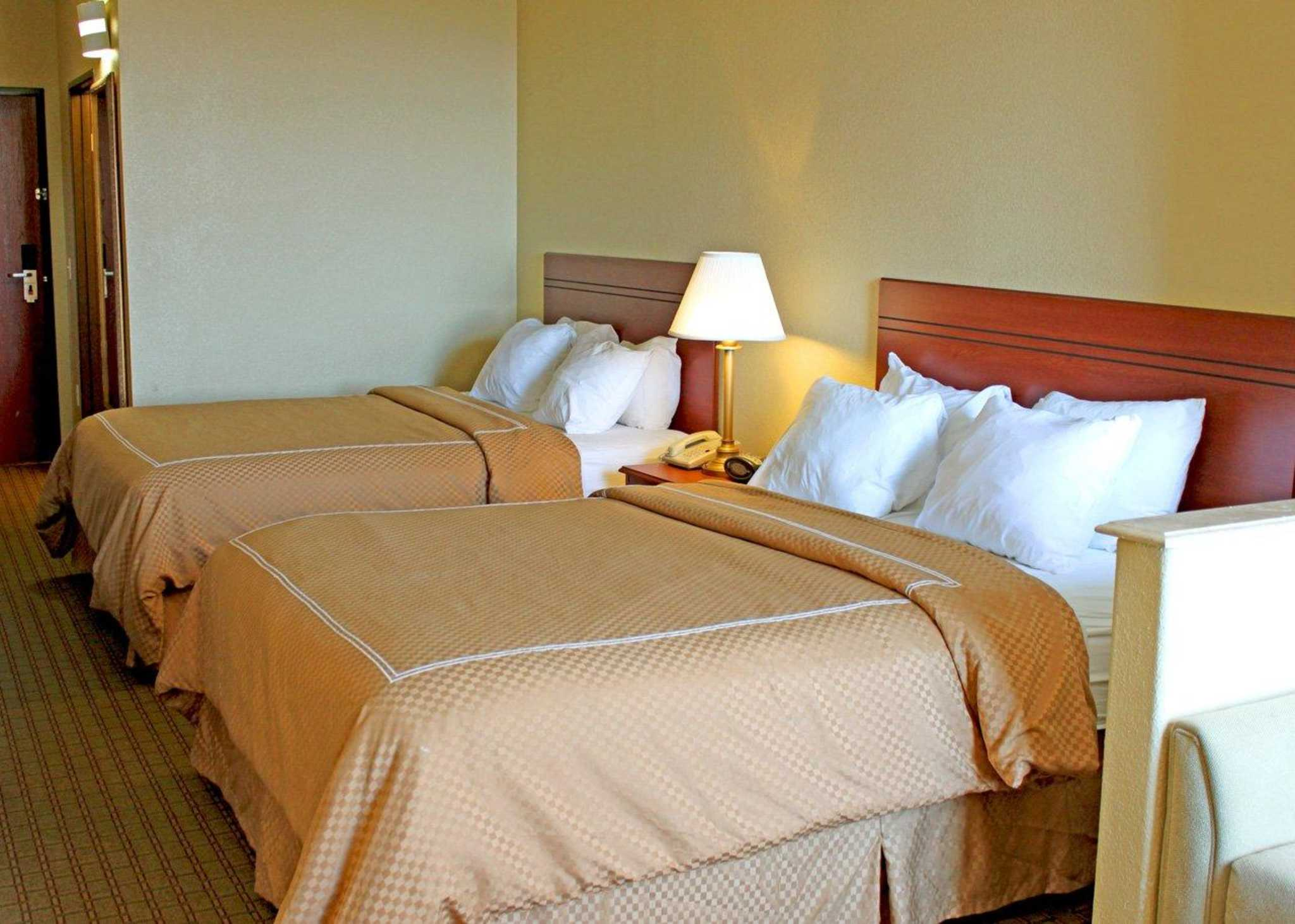 Quality Suites South image 2