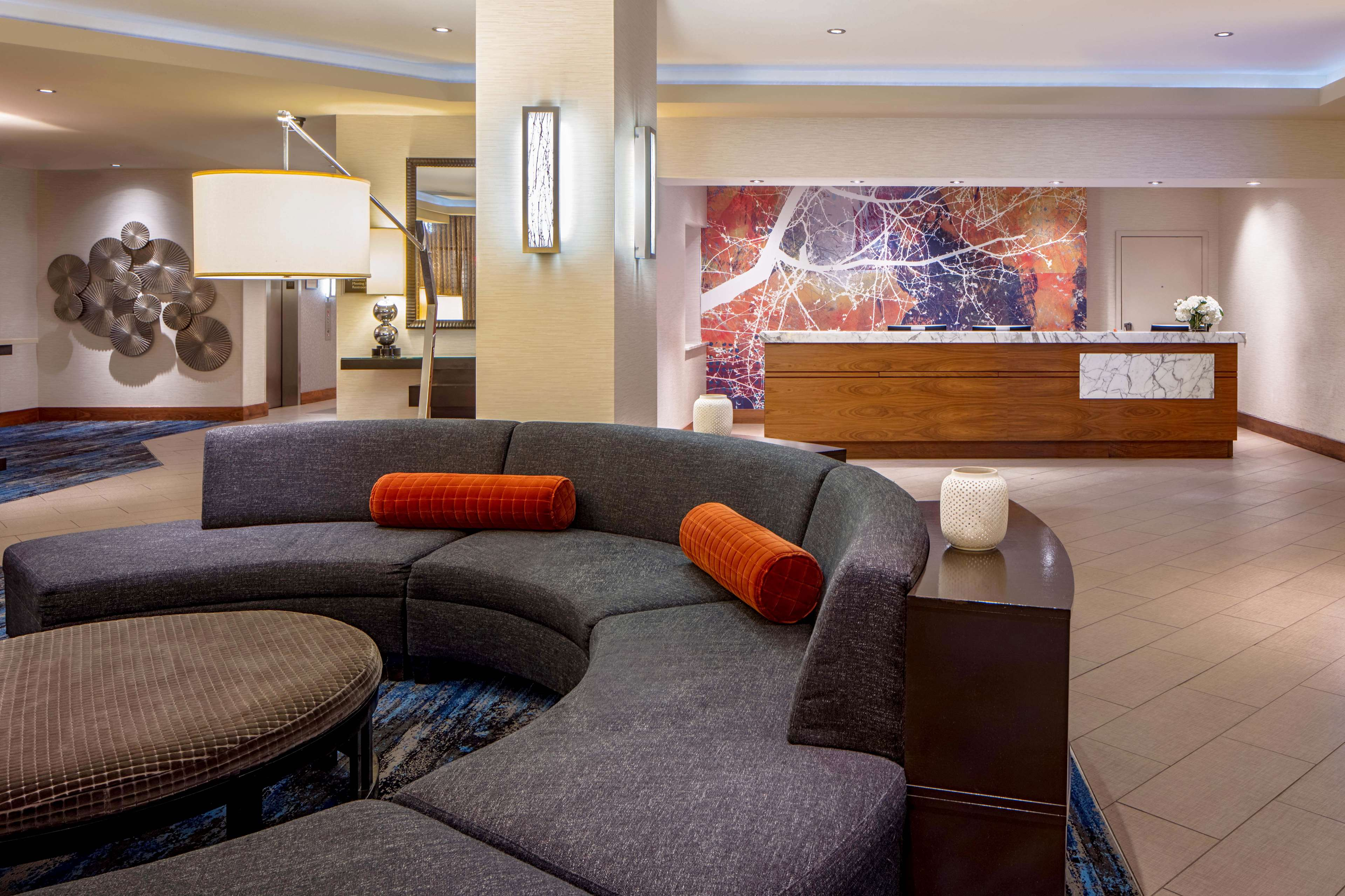 DoubleTree Suites by Hilton Hotel Minneapolis image 4