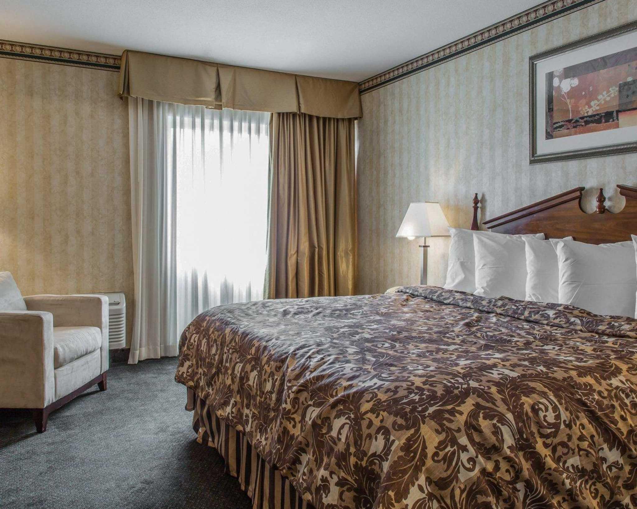 Rodeway Inn & Suites Bradley Airport image 26