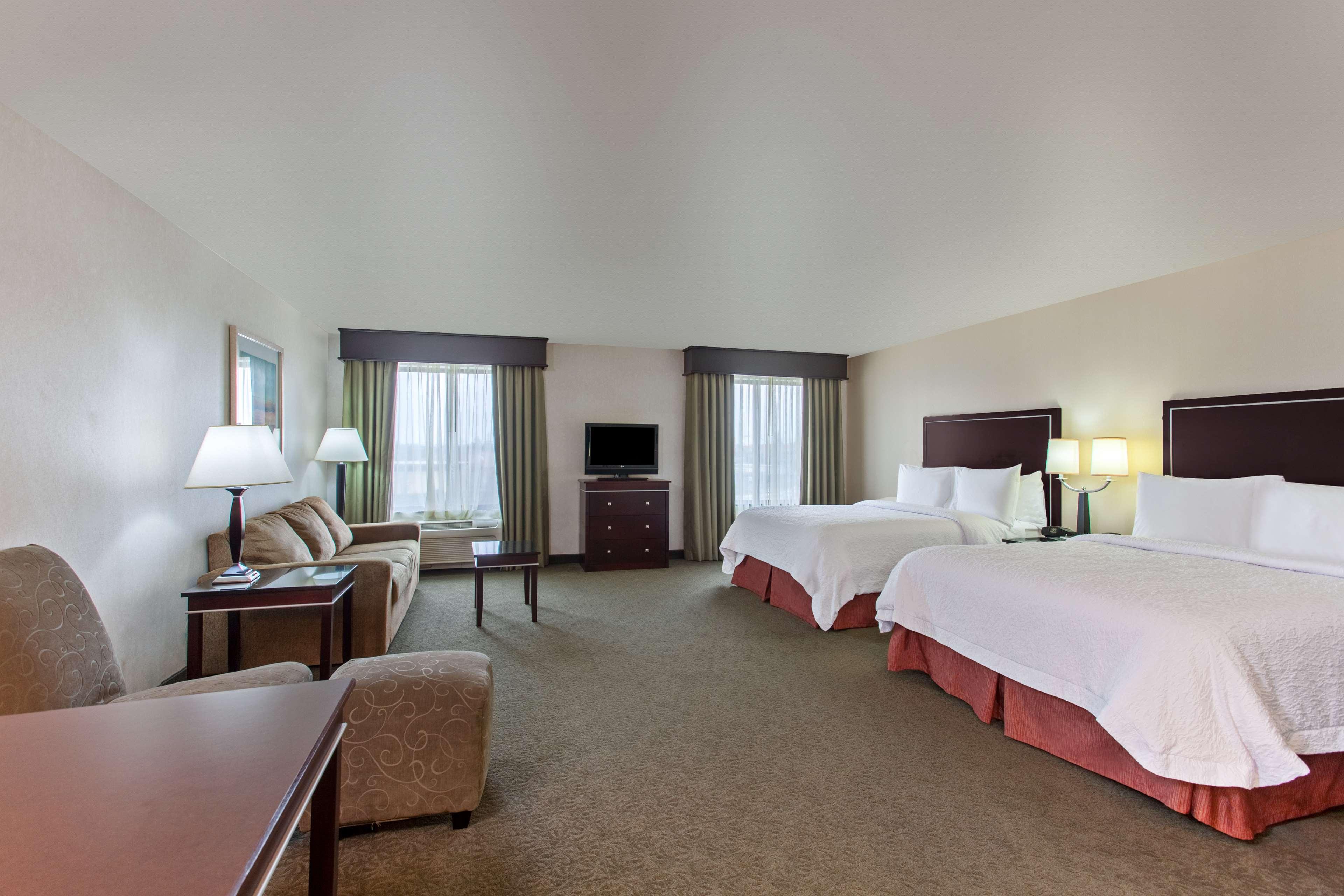 Hampton Inn & Suites Roseville image 9