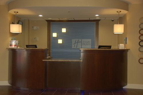 Holiday Inn Express Tifton image 0