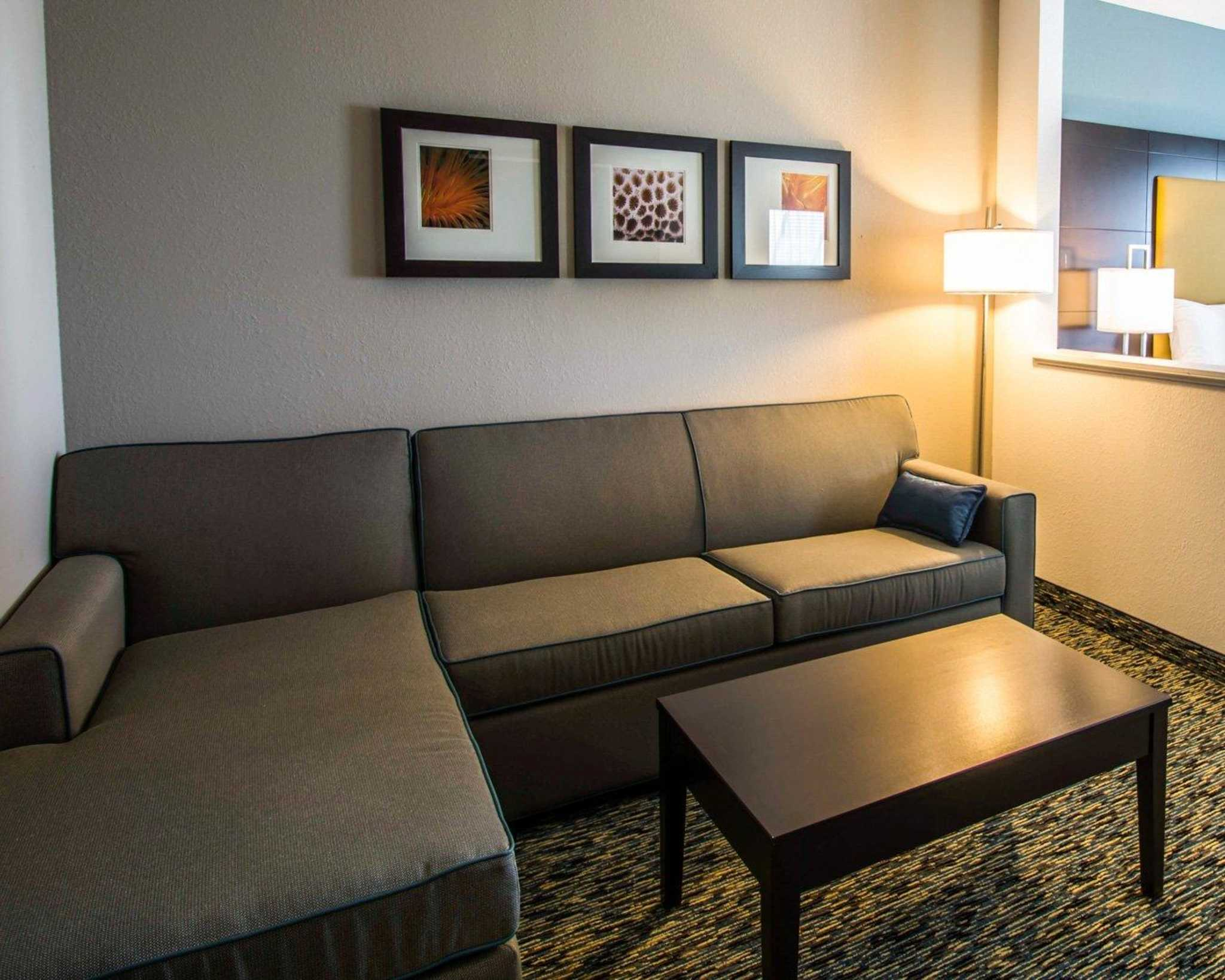 Comfort Suites Fort Lauderdale Airport South & Cruise Port image 9