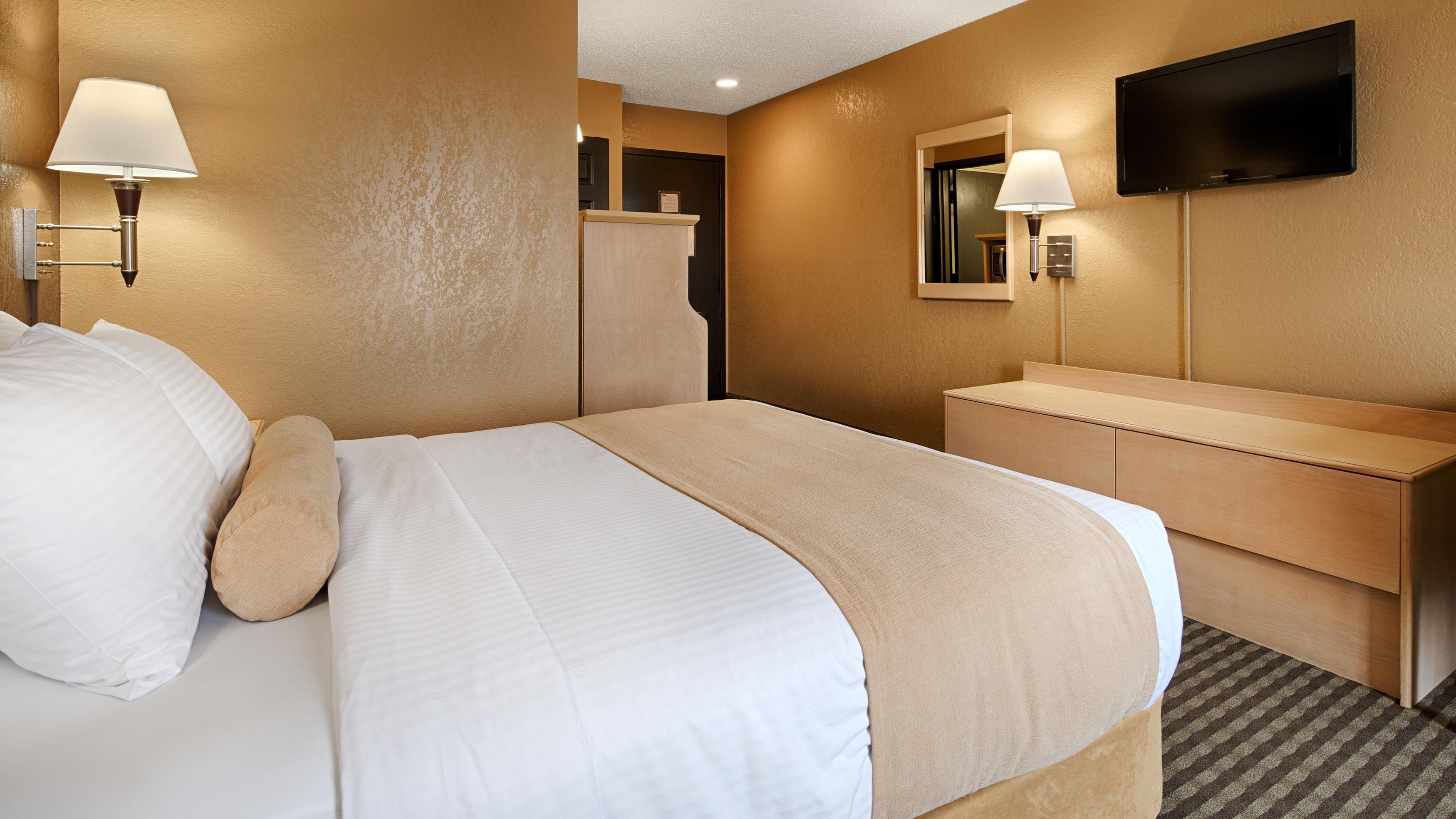 Best Western Seven Oaks Inn in Regina: Queen Bed Guest Room