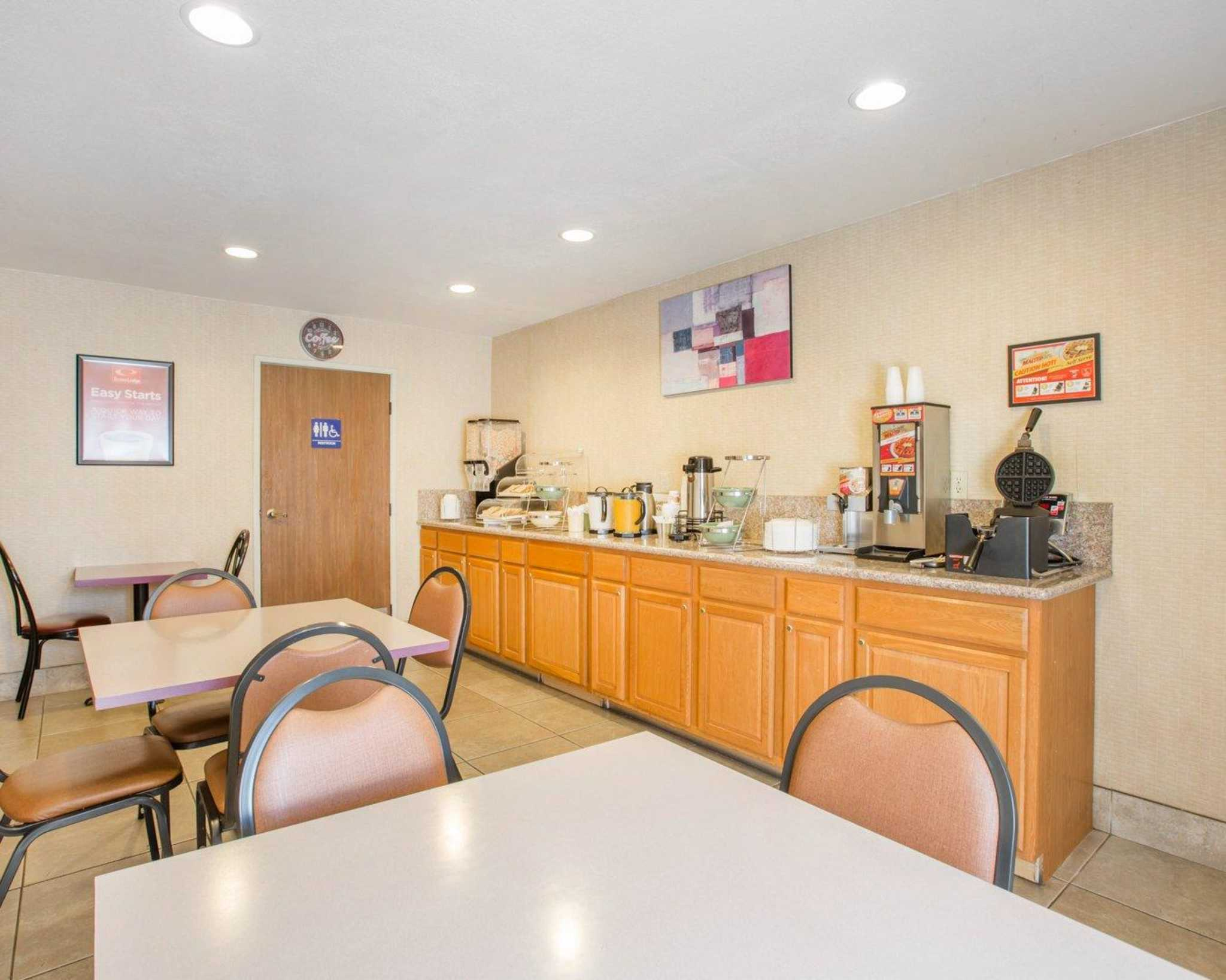 Econo Lodge Inn & Suites Lodi image 12