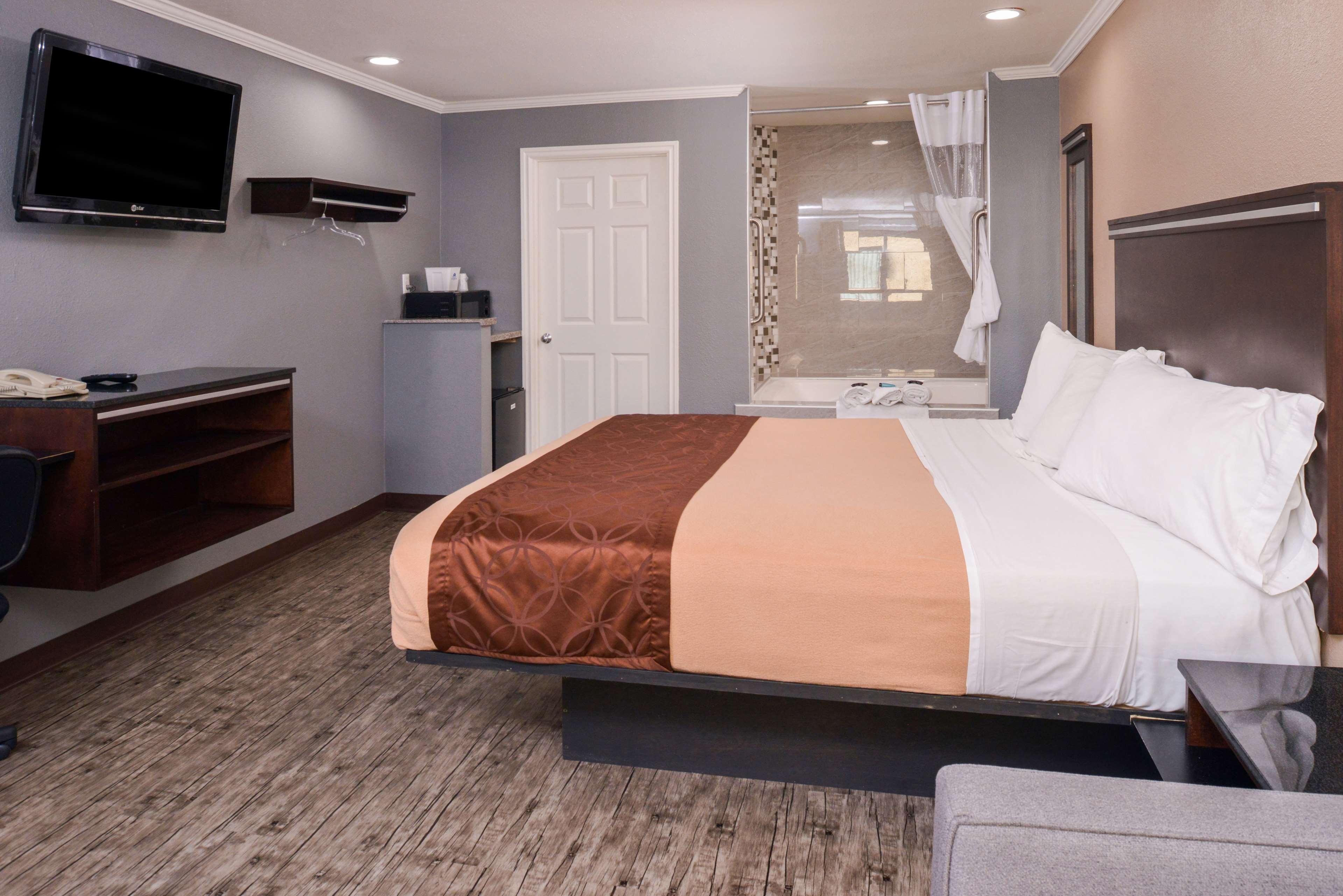 Americas Best Value Laguna Inn & Suites image 6