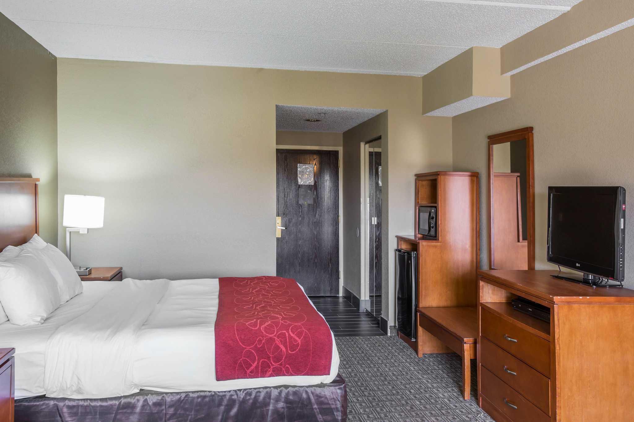 Comfort Suites Mountain Mile Area image 22