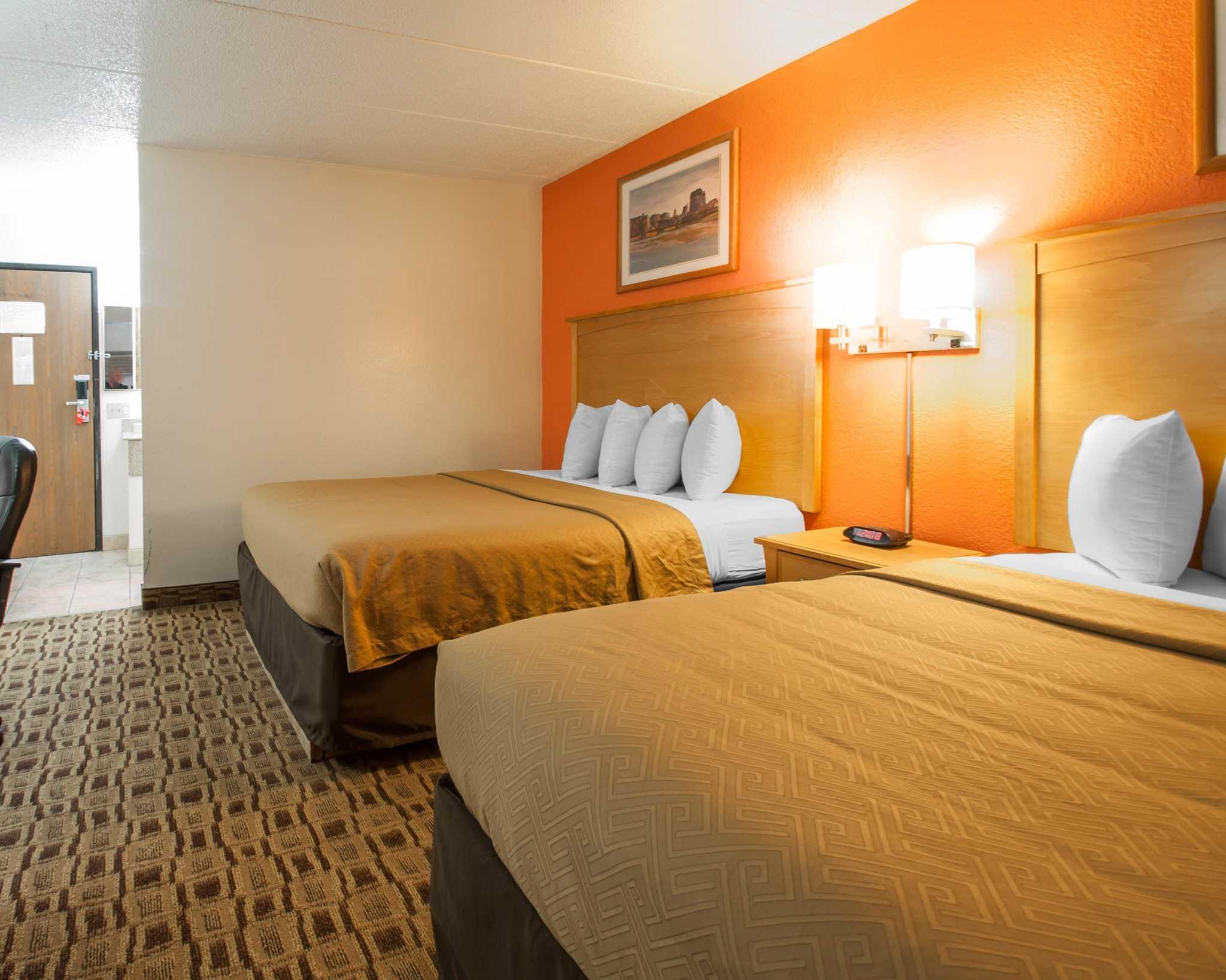 Econo Lodge Kansas City Downtown North image 4