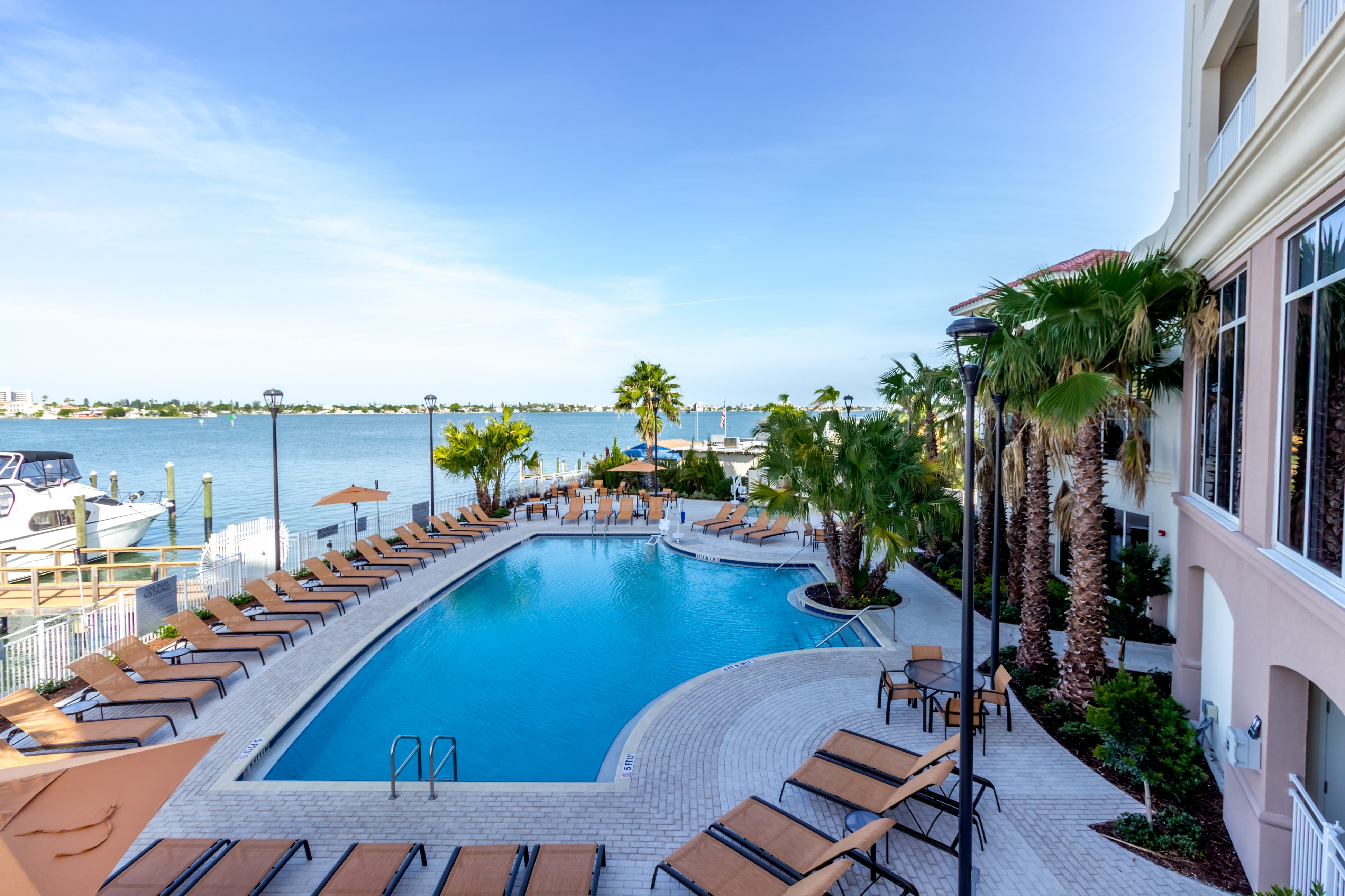 Restaurants in Saint Petersburg, FL: Discover the best restaurants in Saint Petersburg with deals of % off every day. 30% Cash Back at Rollbotto Sushi. 5% Cash Back at Tokyo Japanese Restaurant. 5% Cash Back at Poke Express.