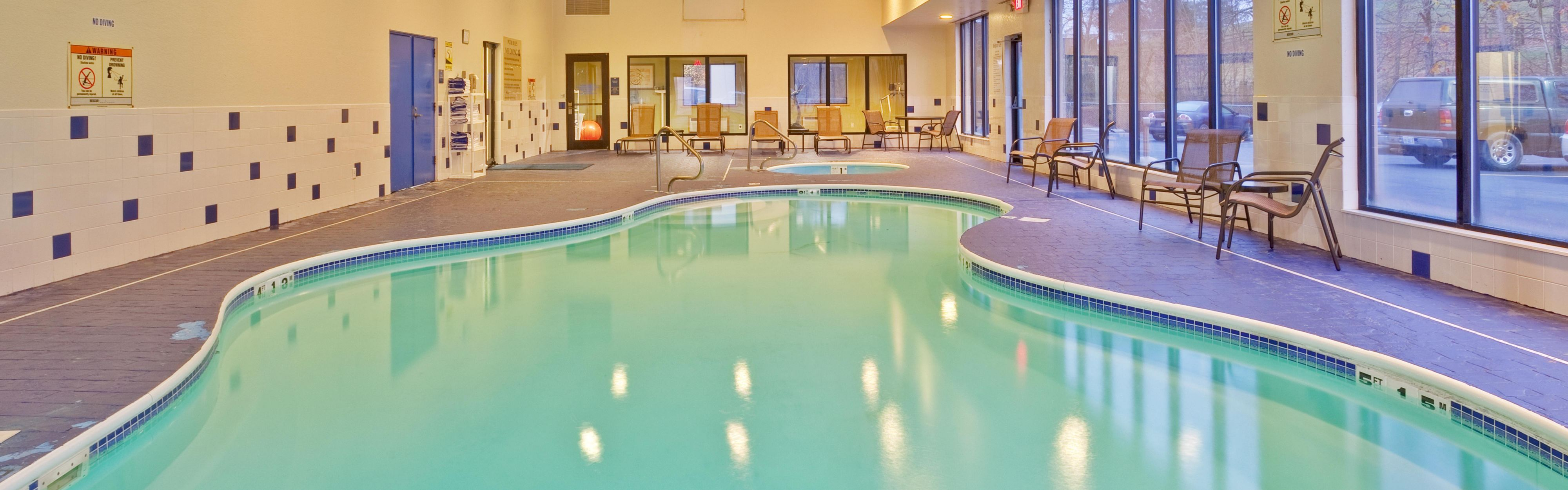 Holiday Inn Express Winfield - Teays Valley image 2