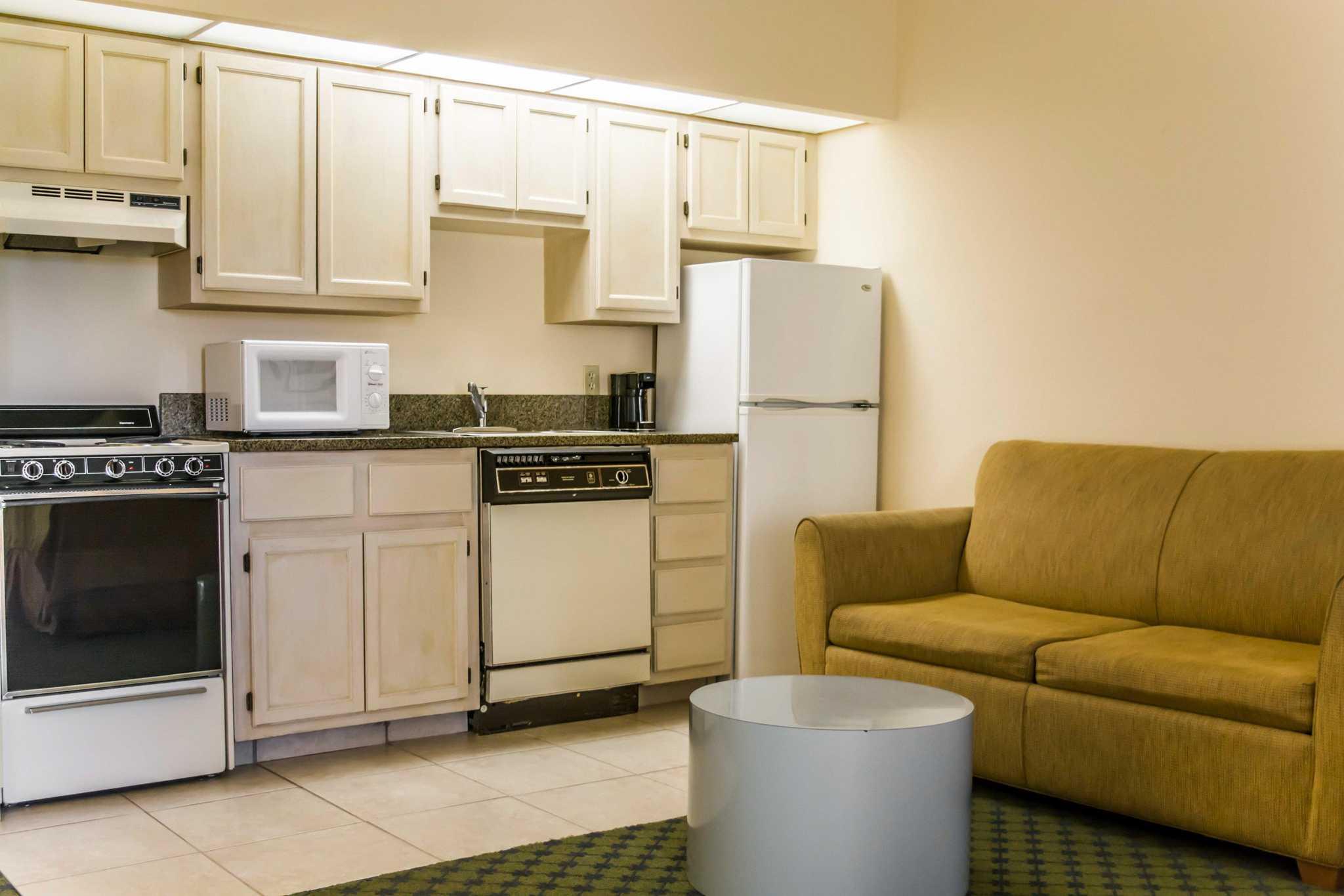 Quality Inn & Suites Golf Resort image 5
