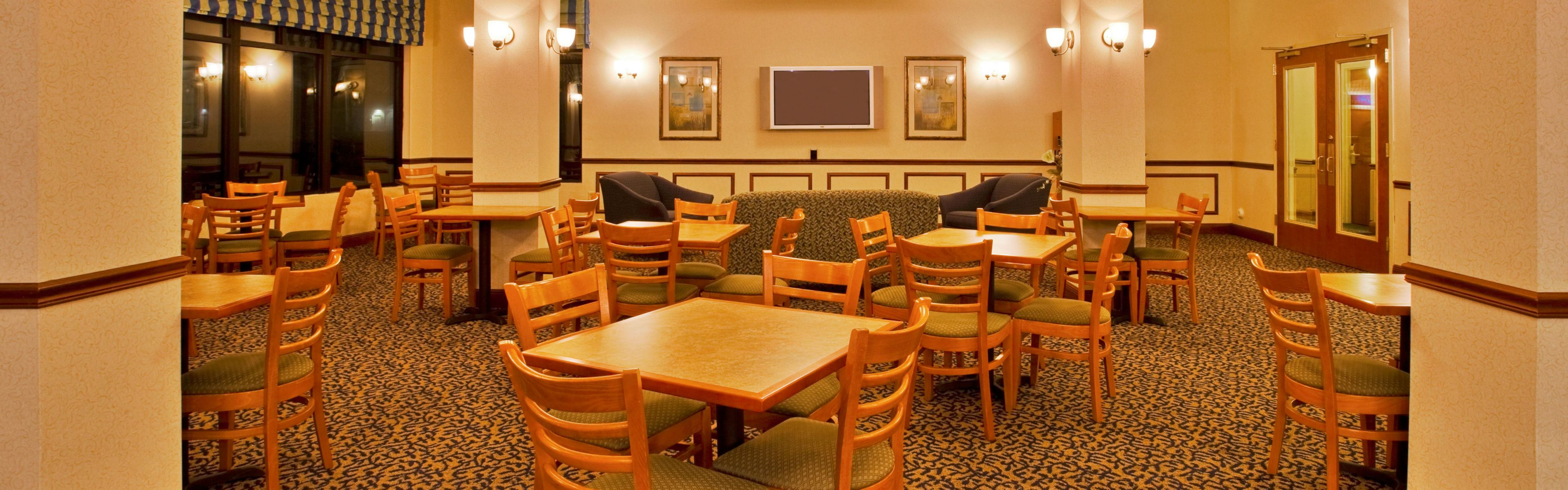 Holiday Inn Express & Suites Lake Okeechobee