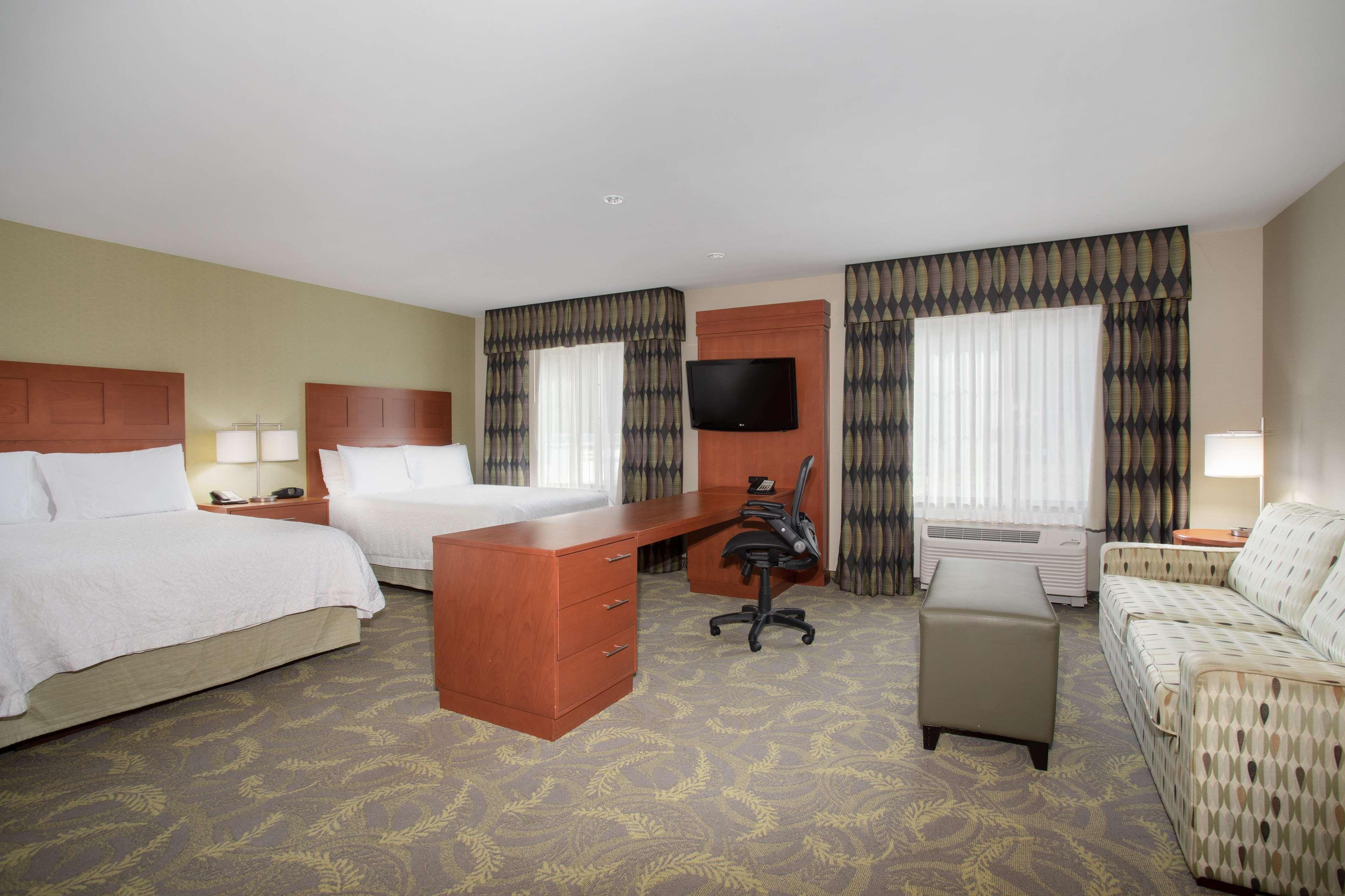 Hampton Inn & Suites Astoria image 15