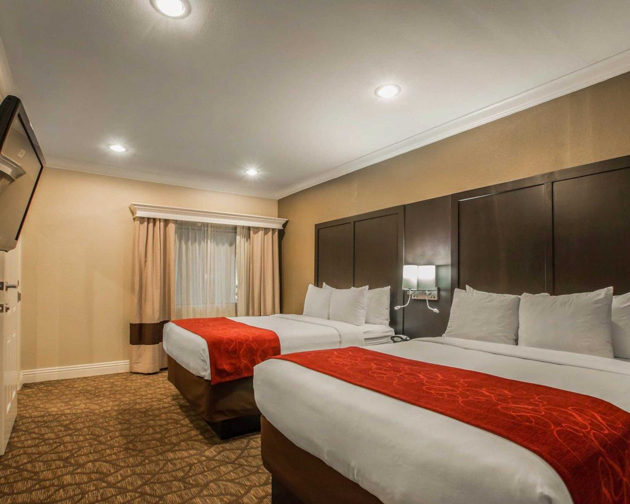 Comfort Suites Huntington Beach image 24