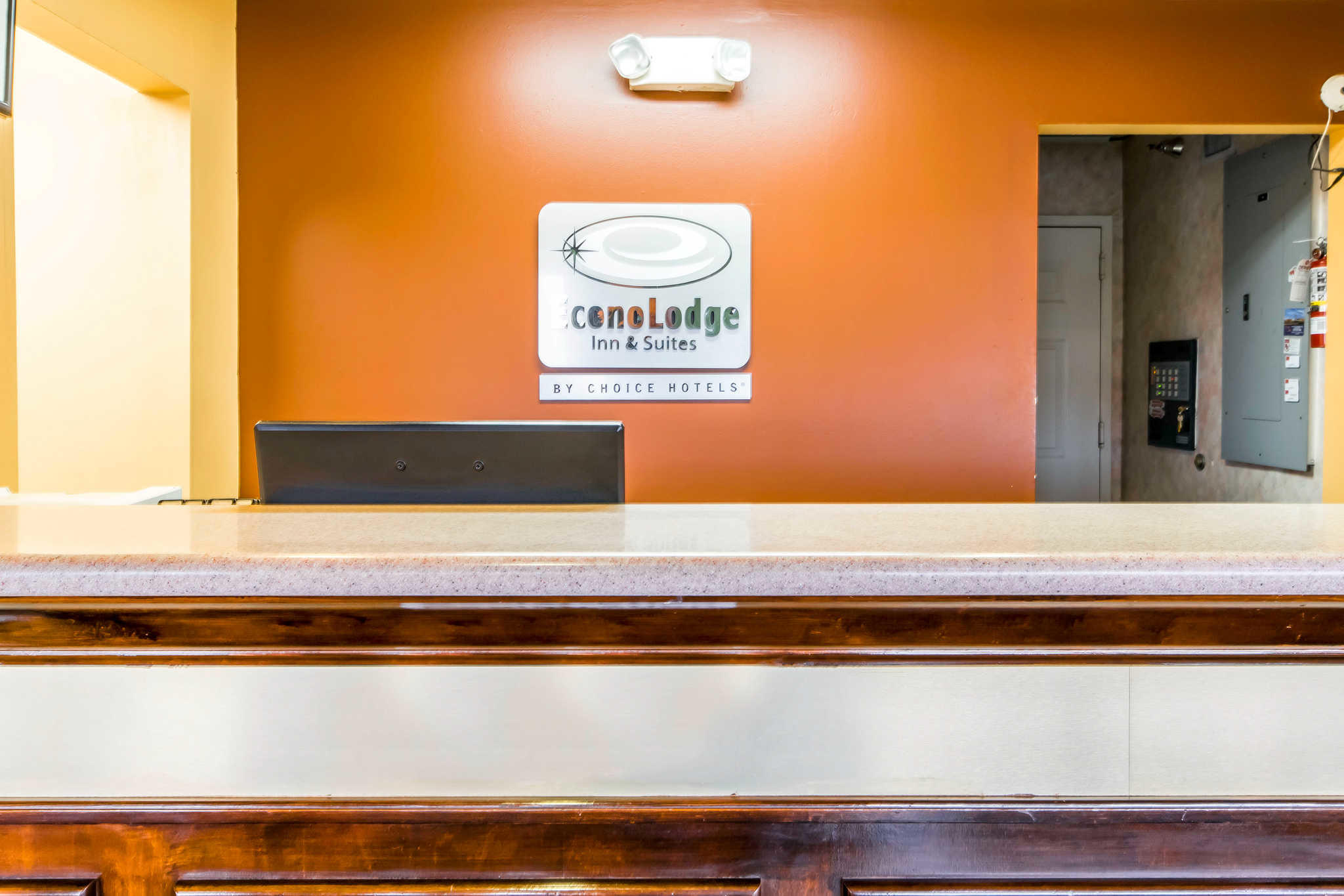 Econo Lodge Inn & Suites I-65 image 3