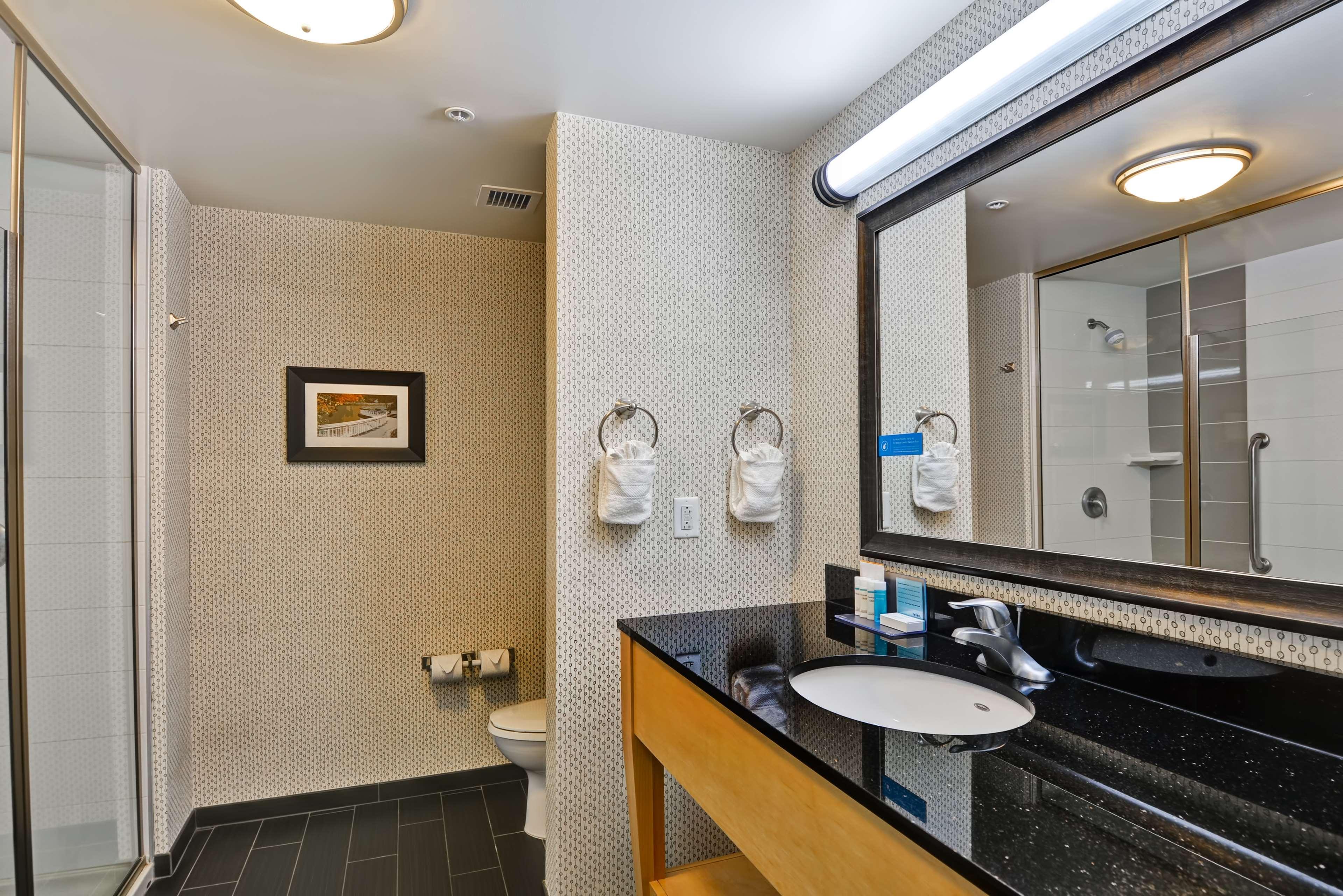 Hampton Inn & Suites Raleigh/Crabtree Valley image 16
