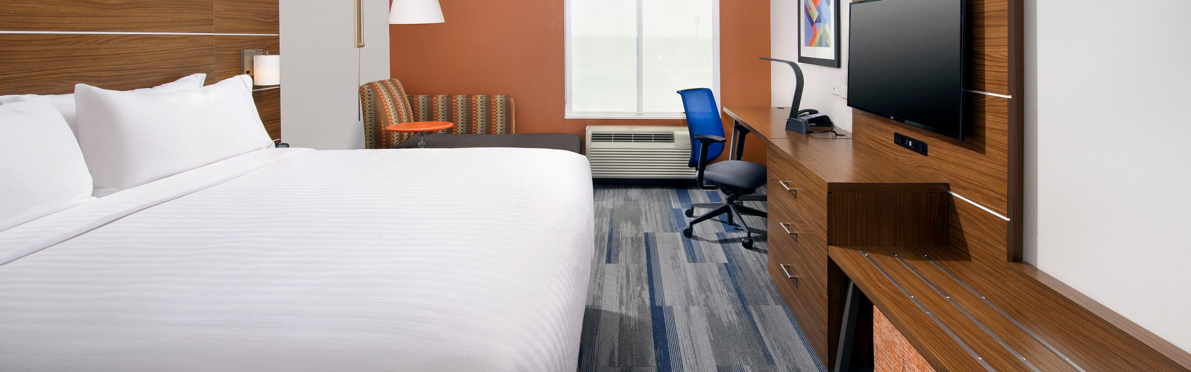Holiday Inn Express & Suites New Braunfels image 1