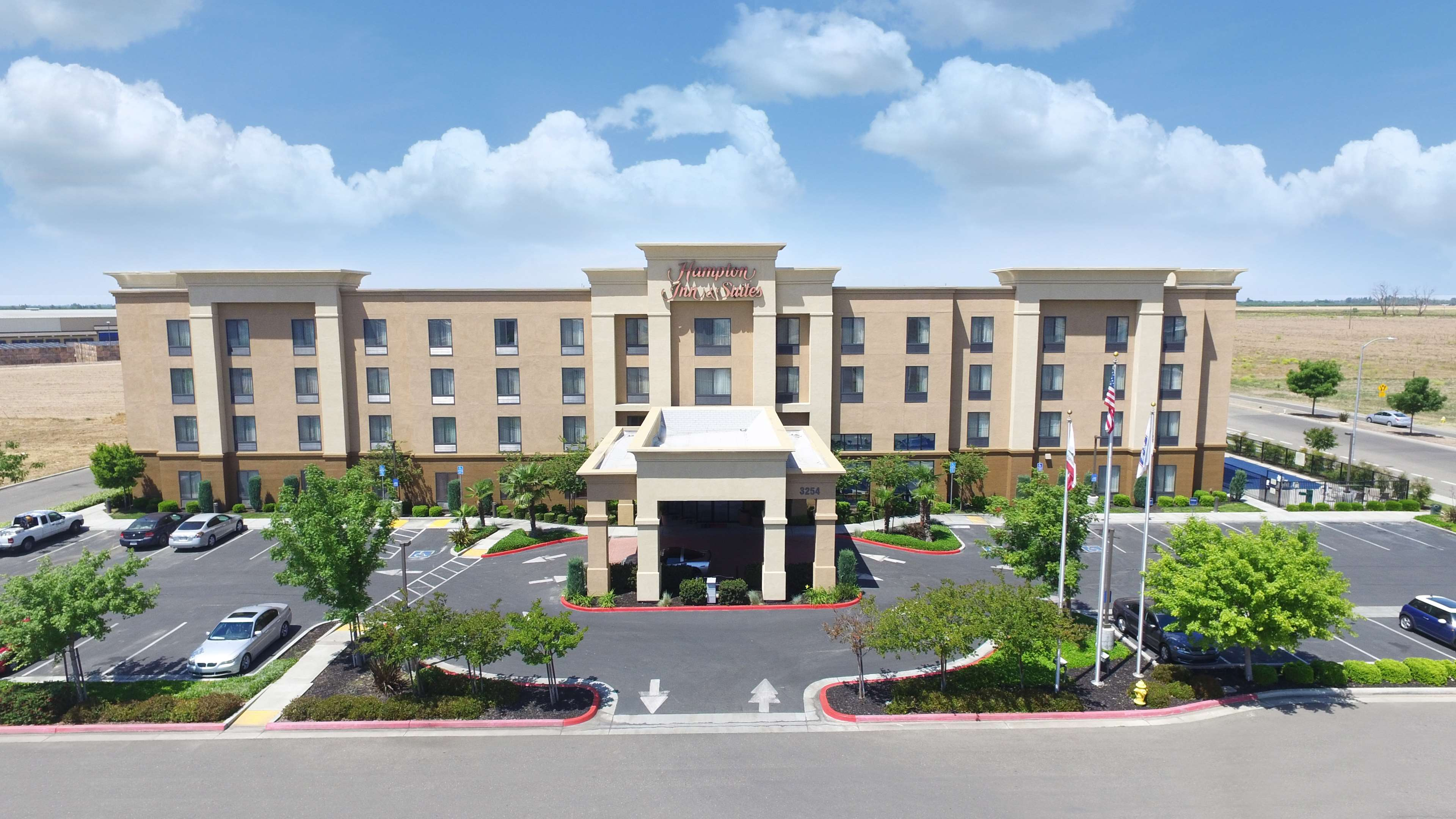 Hampton Inn & Suites Madera image 1