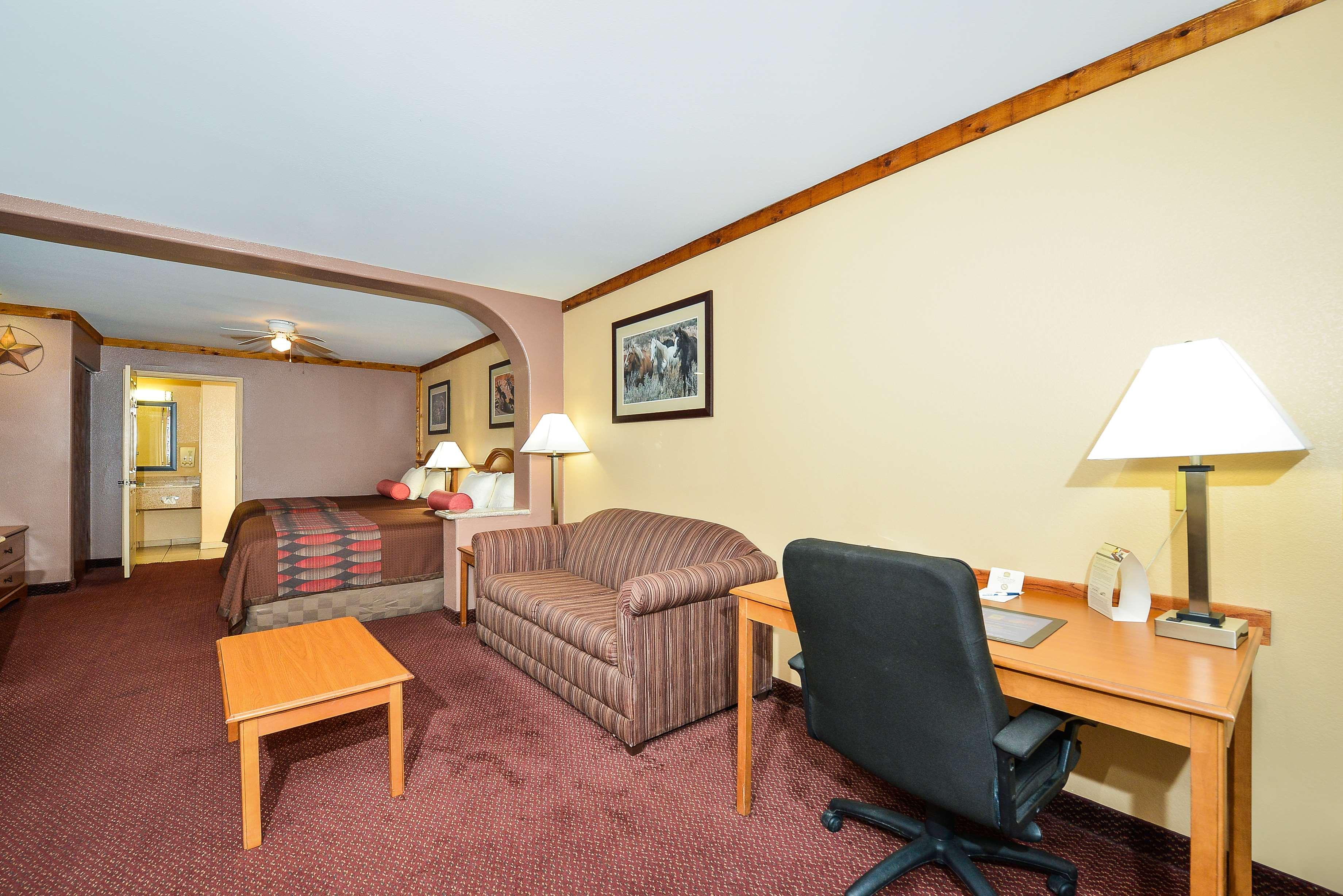 Best Western Windwood Inn & Suites image 21