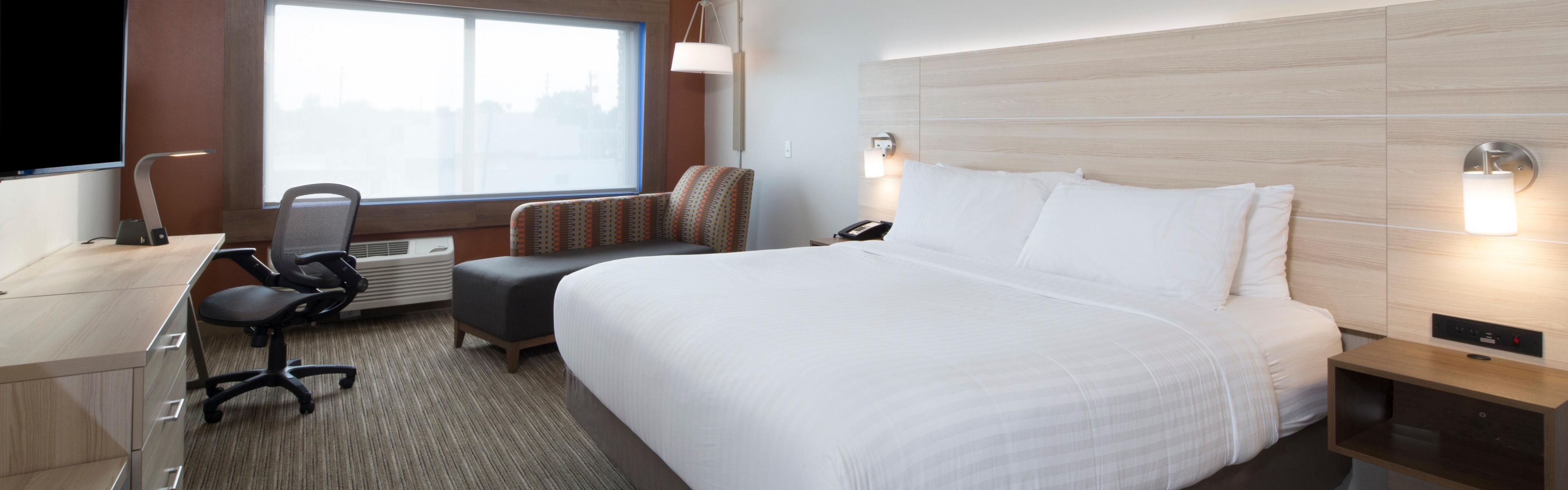 Holiday Inn Express & Suites Alpena - Downtown image 1