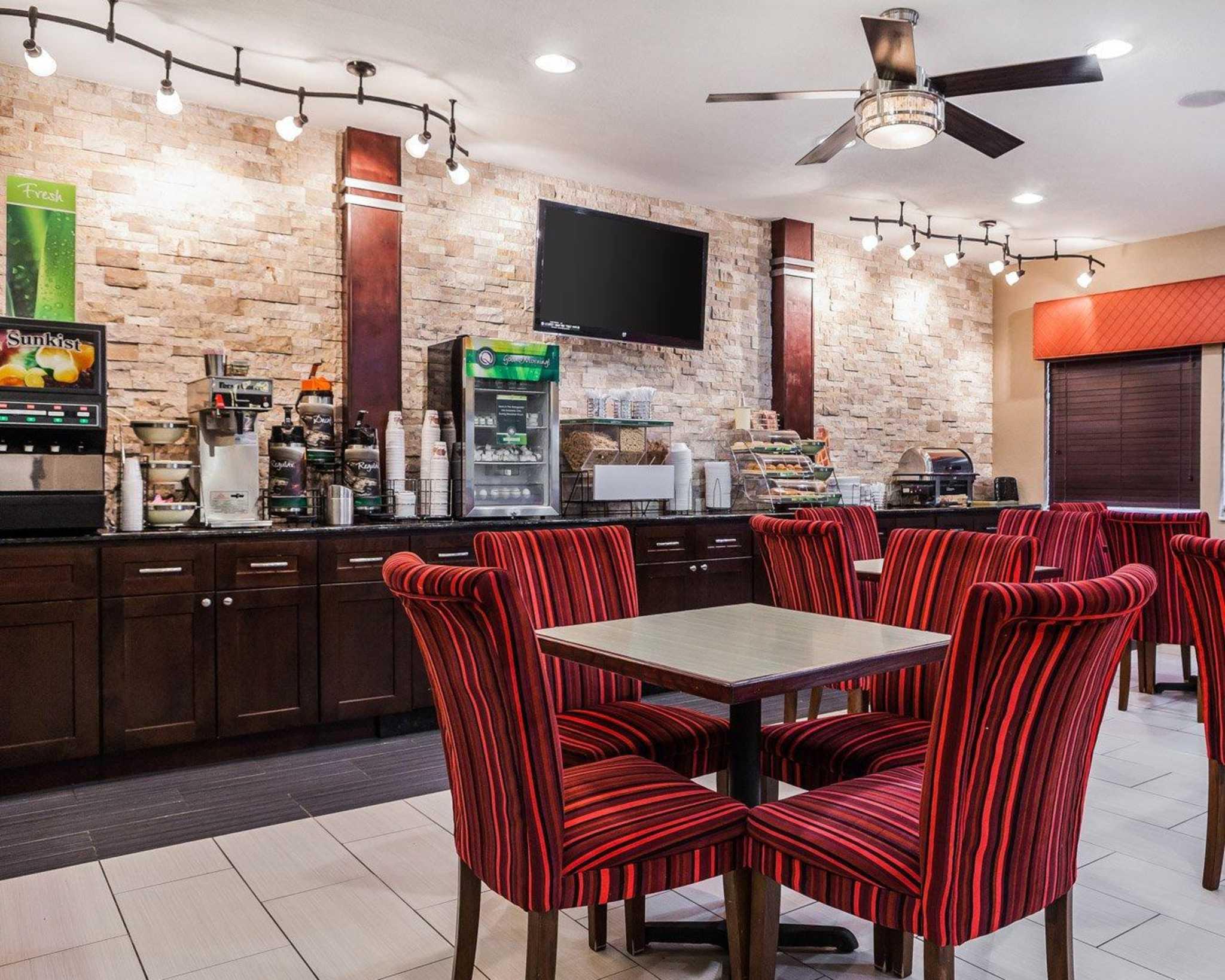 Quality Inn & Suites Des Moines Airport image 19