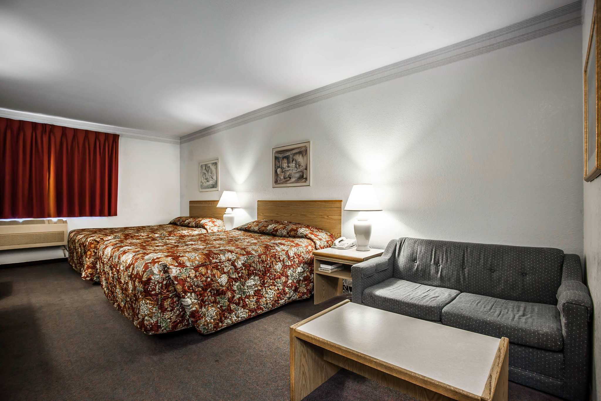 Econo Lodge image 12