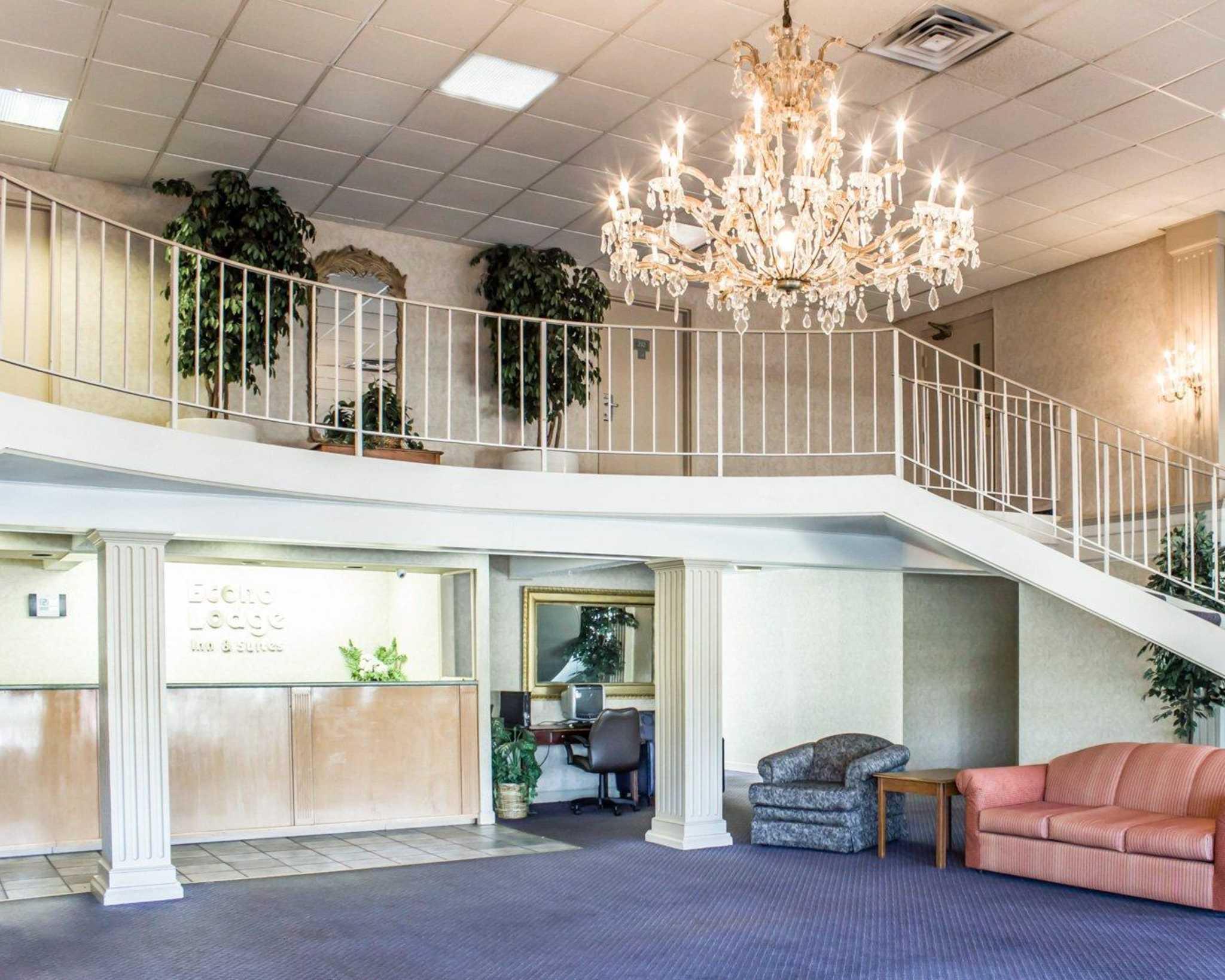 Econo Lodge & Suites image 16