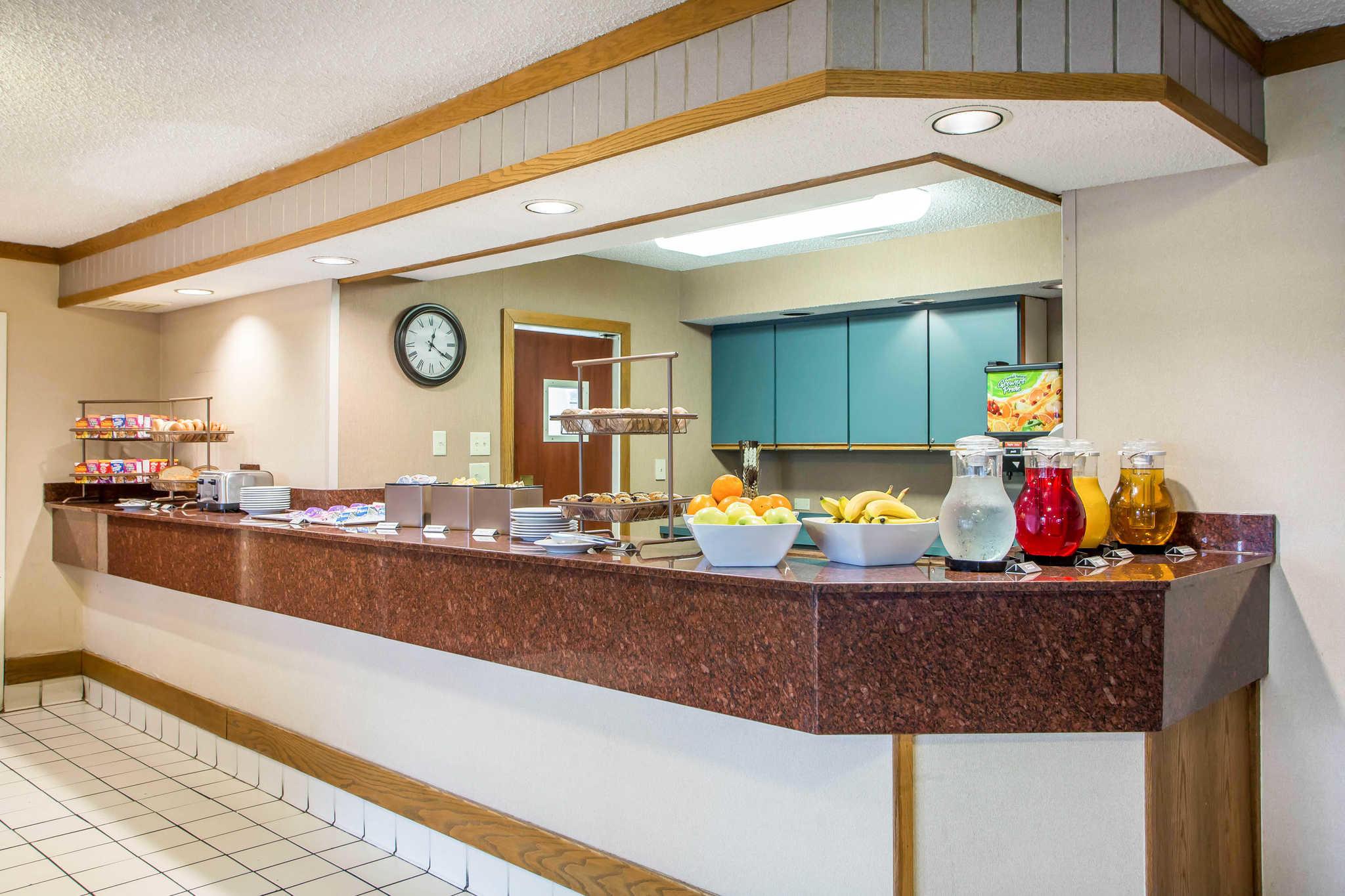 Clarion Inn image 28