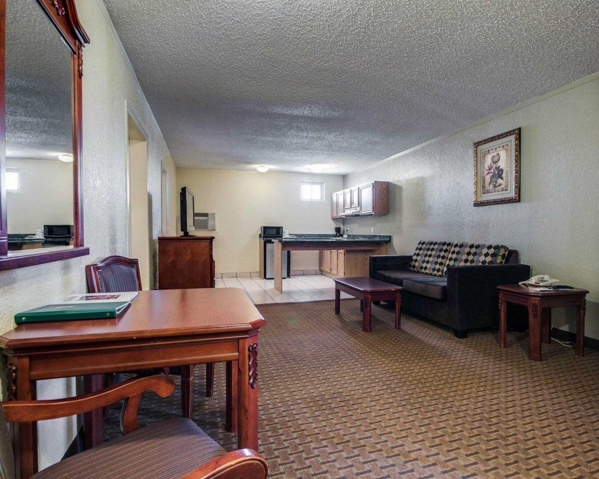 Quality Inn & Suites Airport image 31