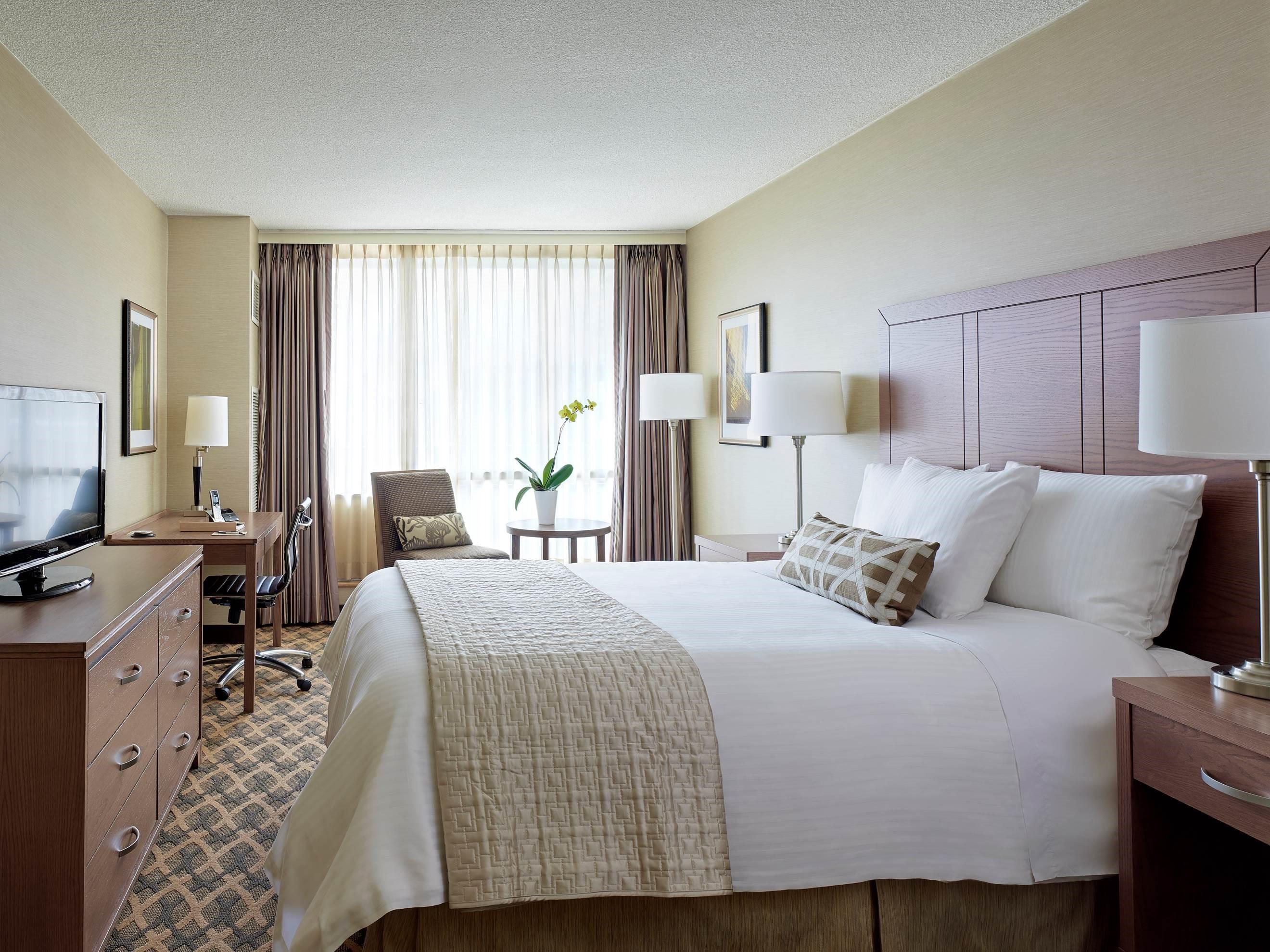 CHELSEA HOTEL, TORONTO in Toronto: Chelsea Queen Bedroom