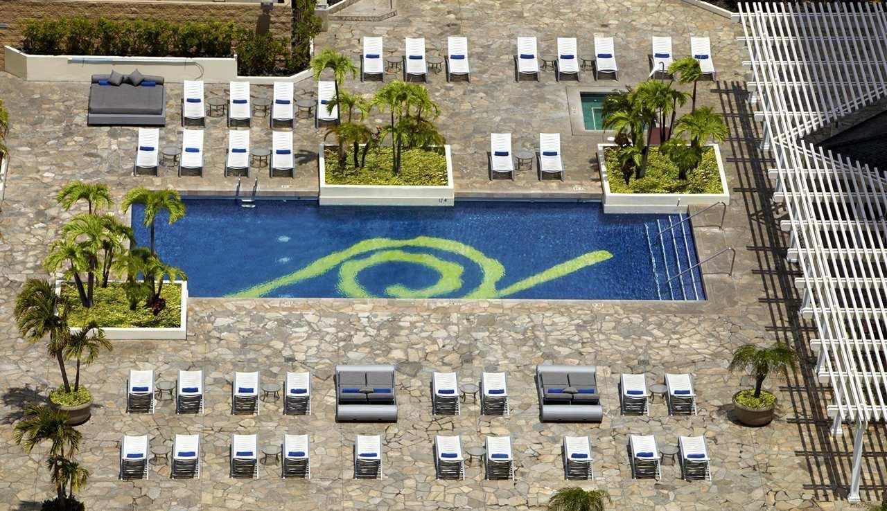 Hilton Waikiki Beach image 3