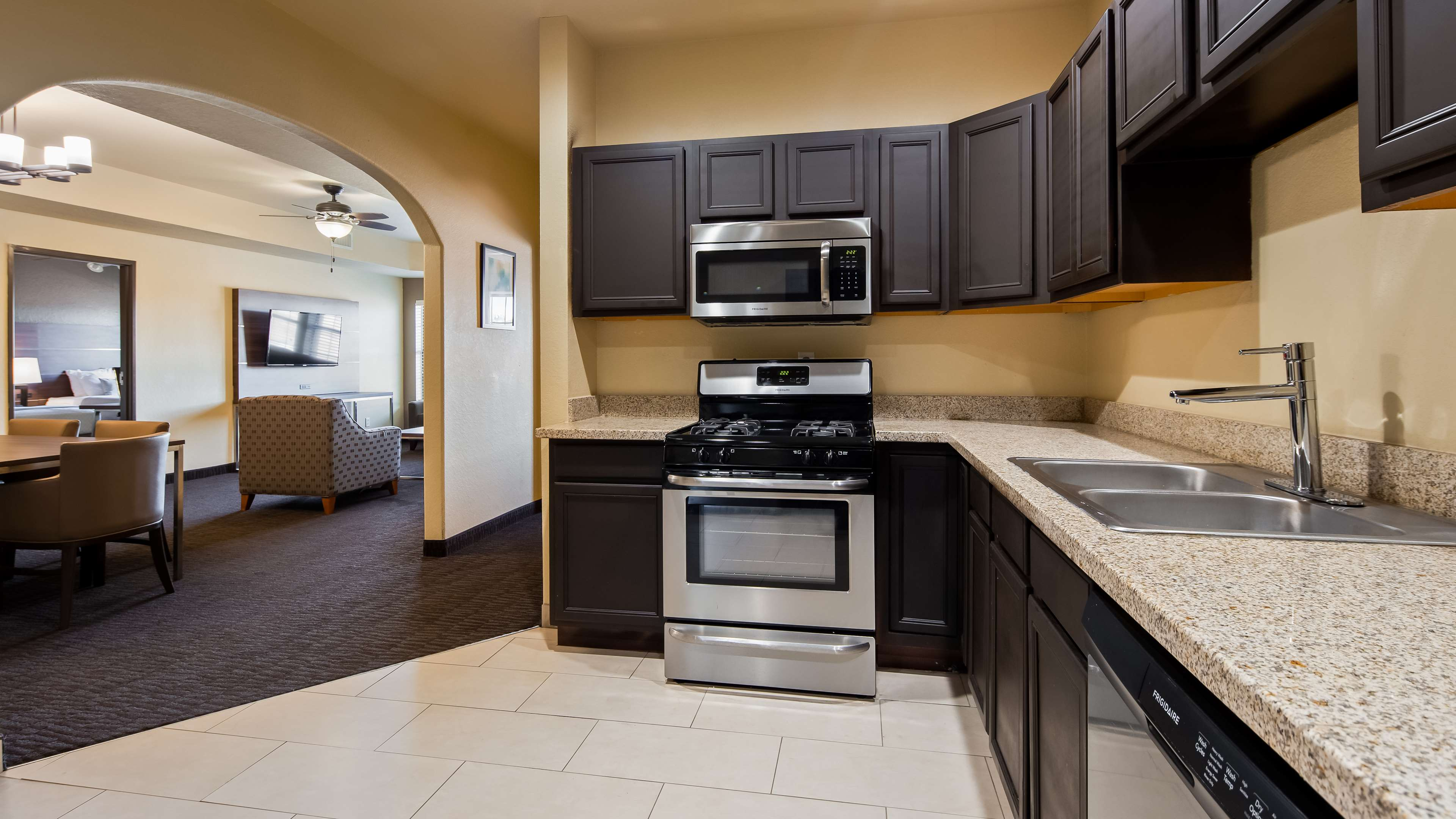 Best Western Plus Hill Country Suites image 14