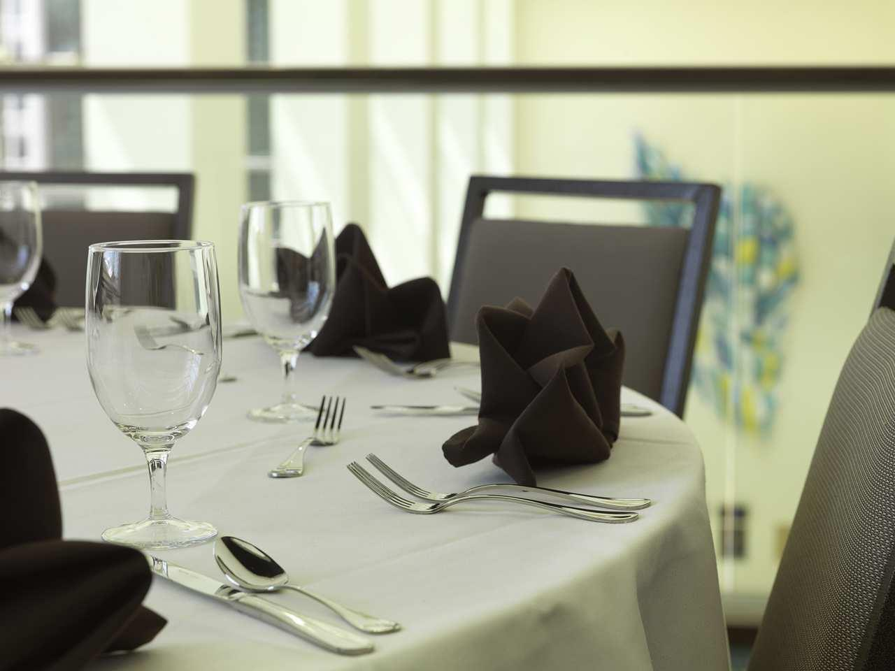 DoubleTree by Hilton Hotel Cedar Rapids Convention Complex image 5