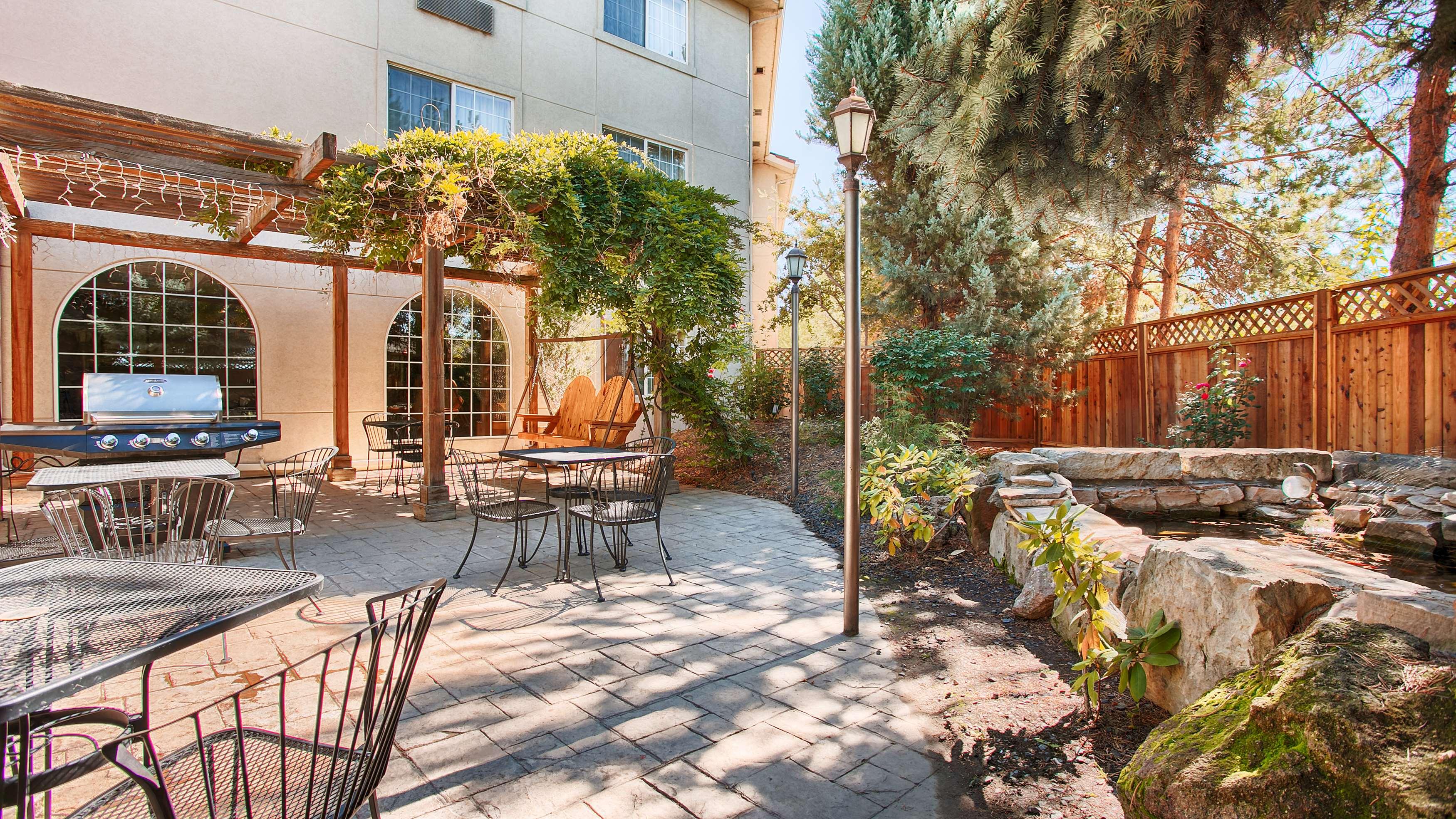 Best Western Plus Caldwell Inn & Suites image 4