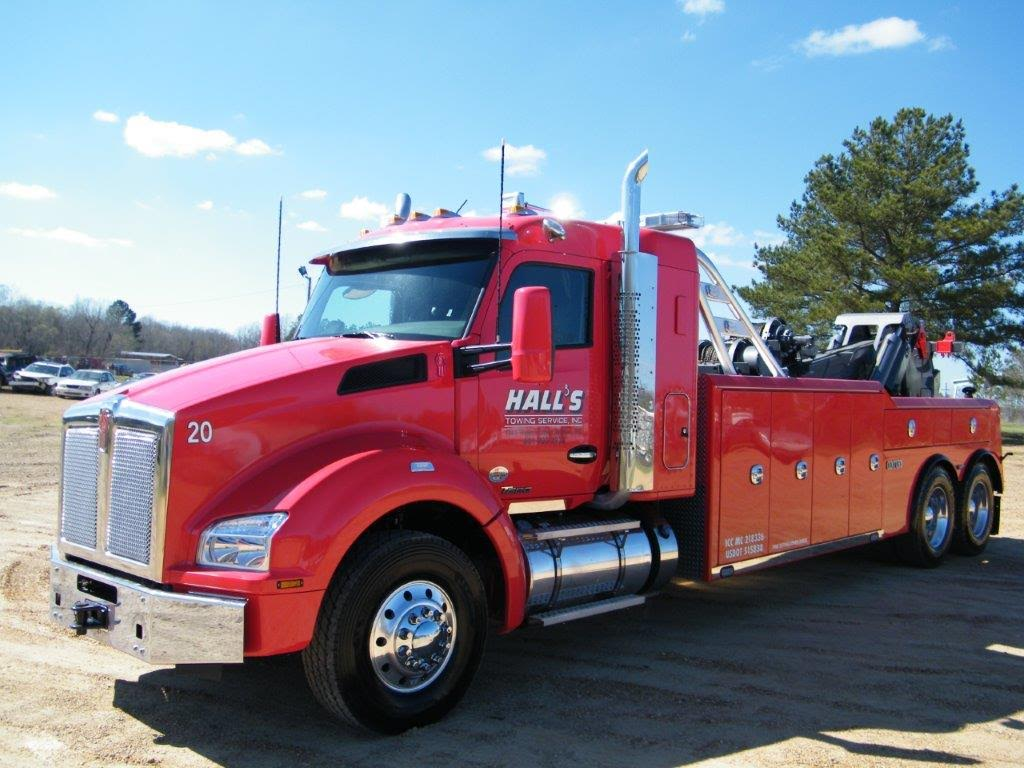 Hall's Towing Service image 11