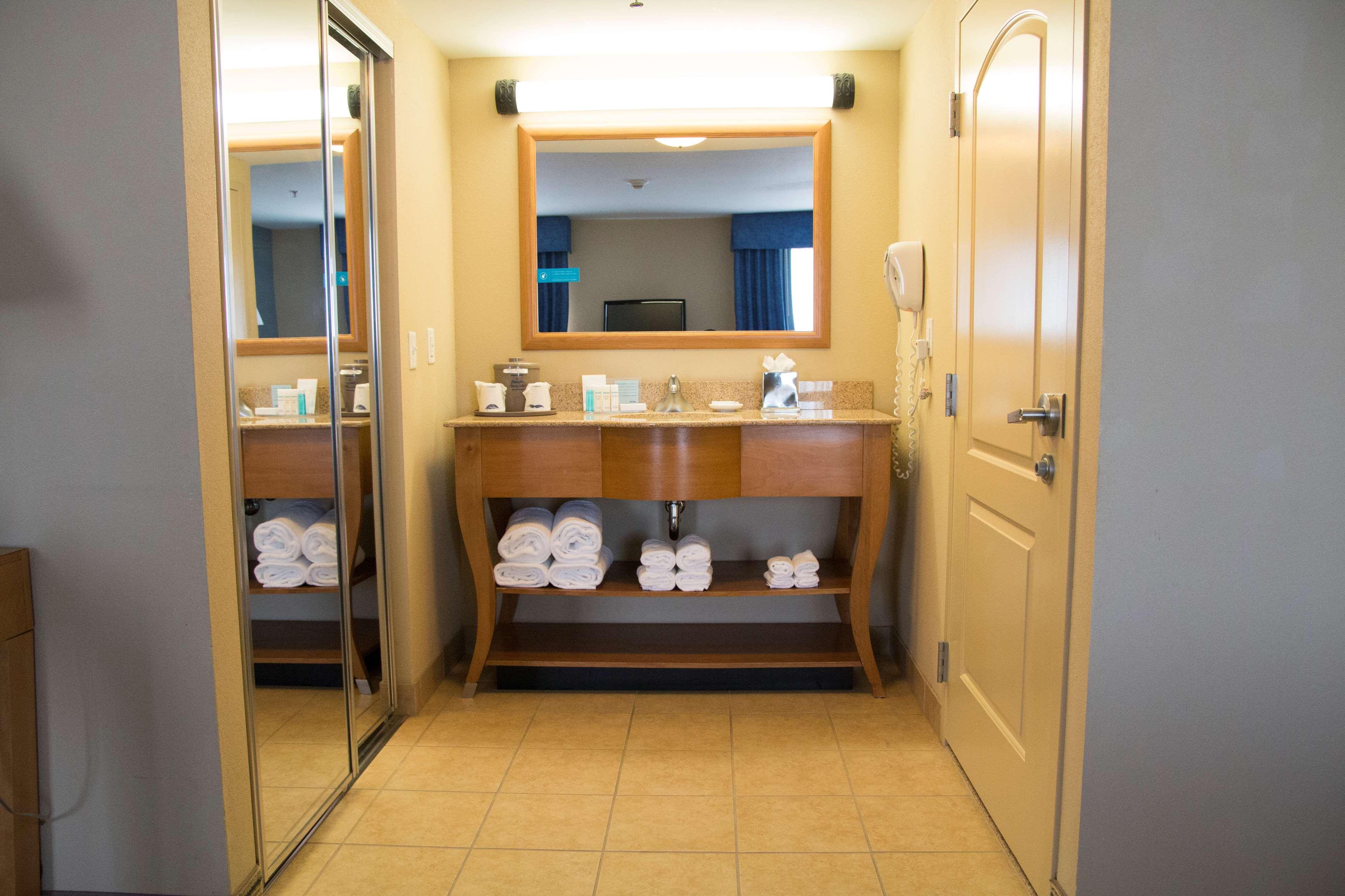 Hampton Inn & Suites Madera image 29