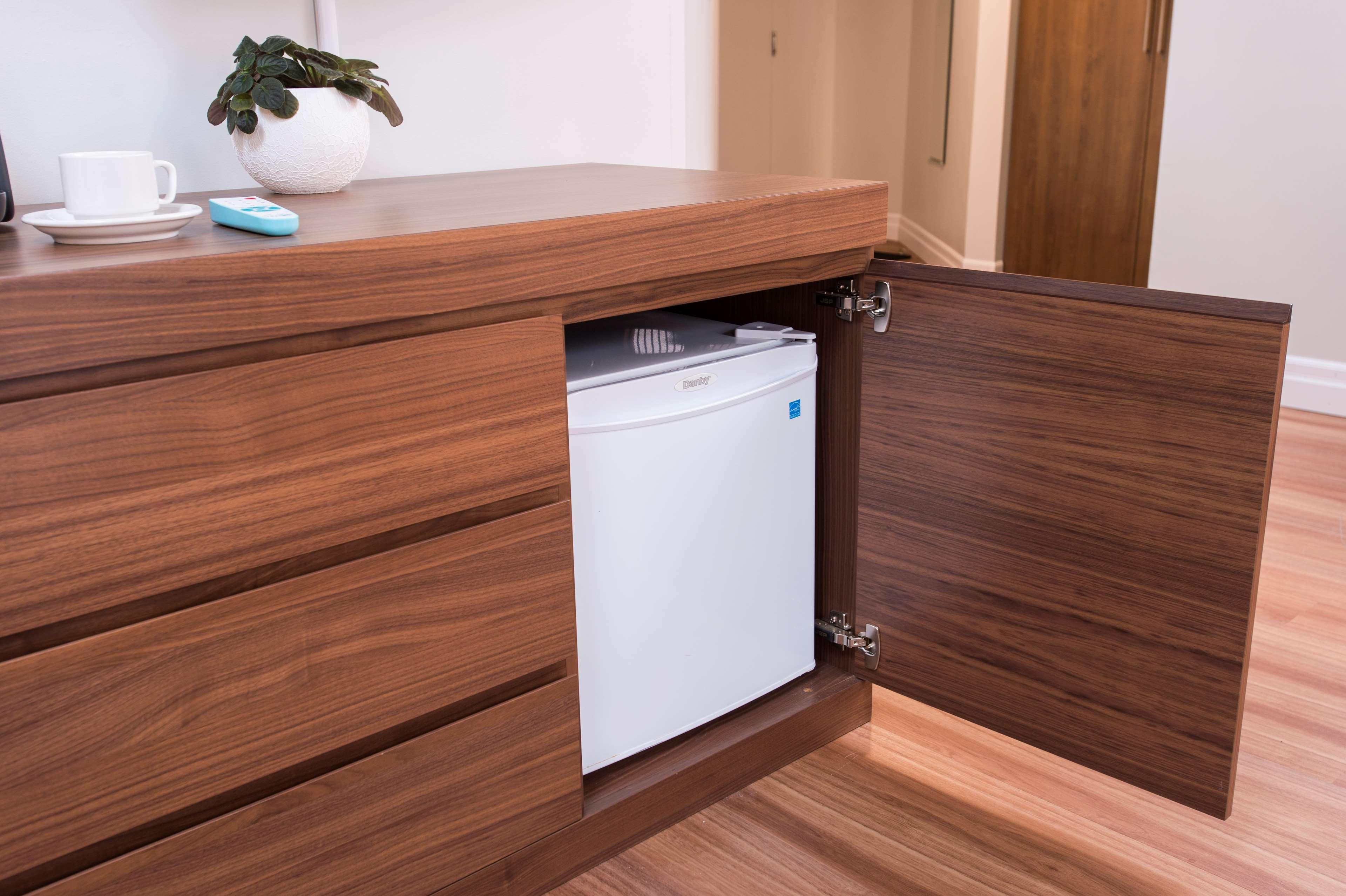 Best Western Plus Hotel Albert Rouyn-Noranda à Rouyn-Noranda: Mini refrigerator