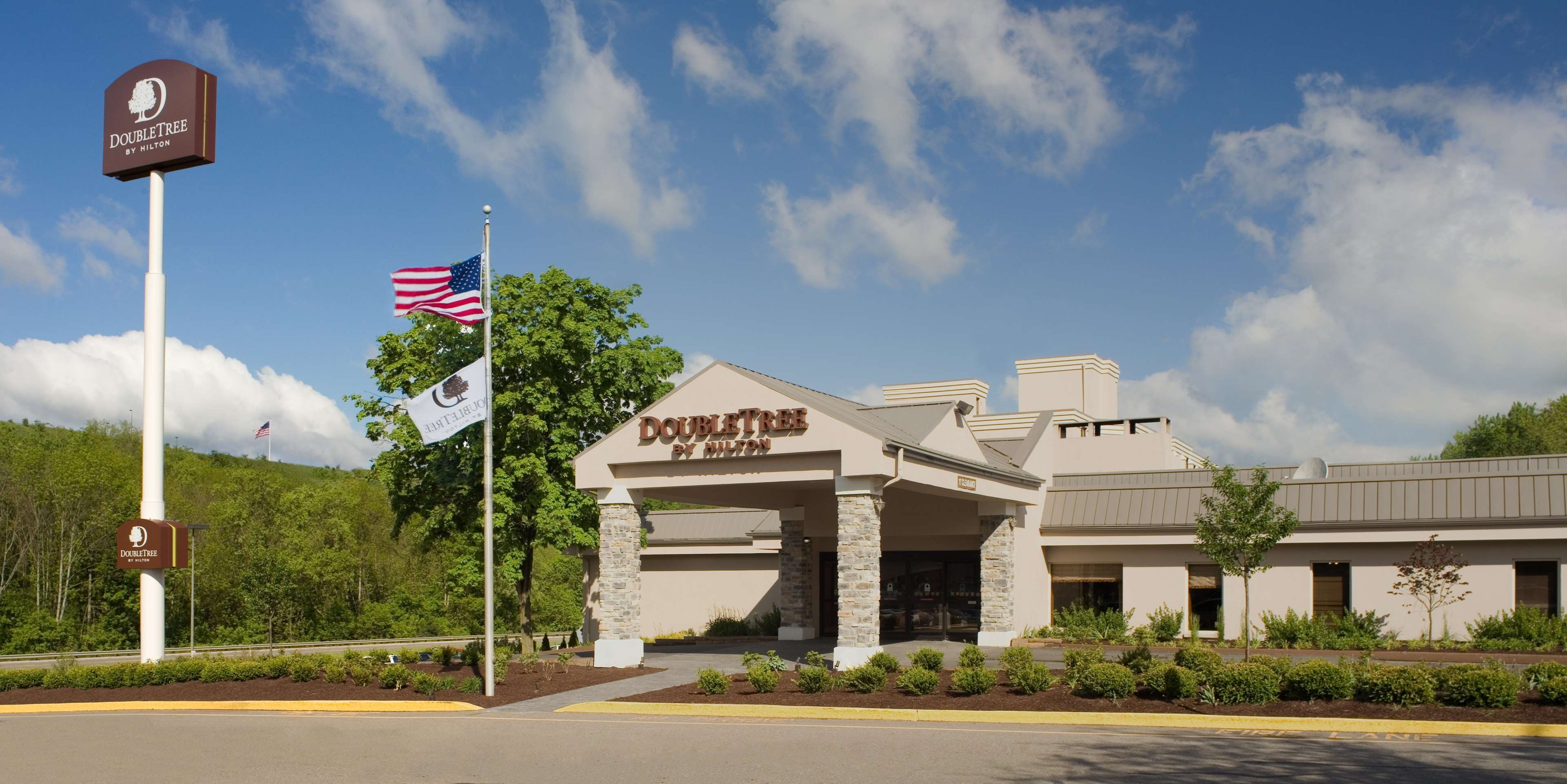 DoubleTree by Hilton Hotel Pittsburgh - Meadow Lands image 3