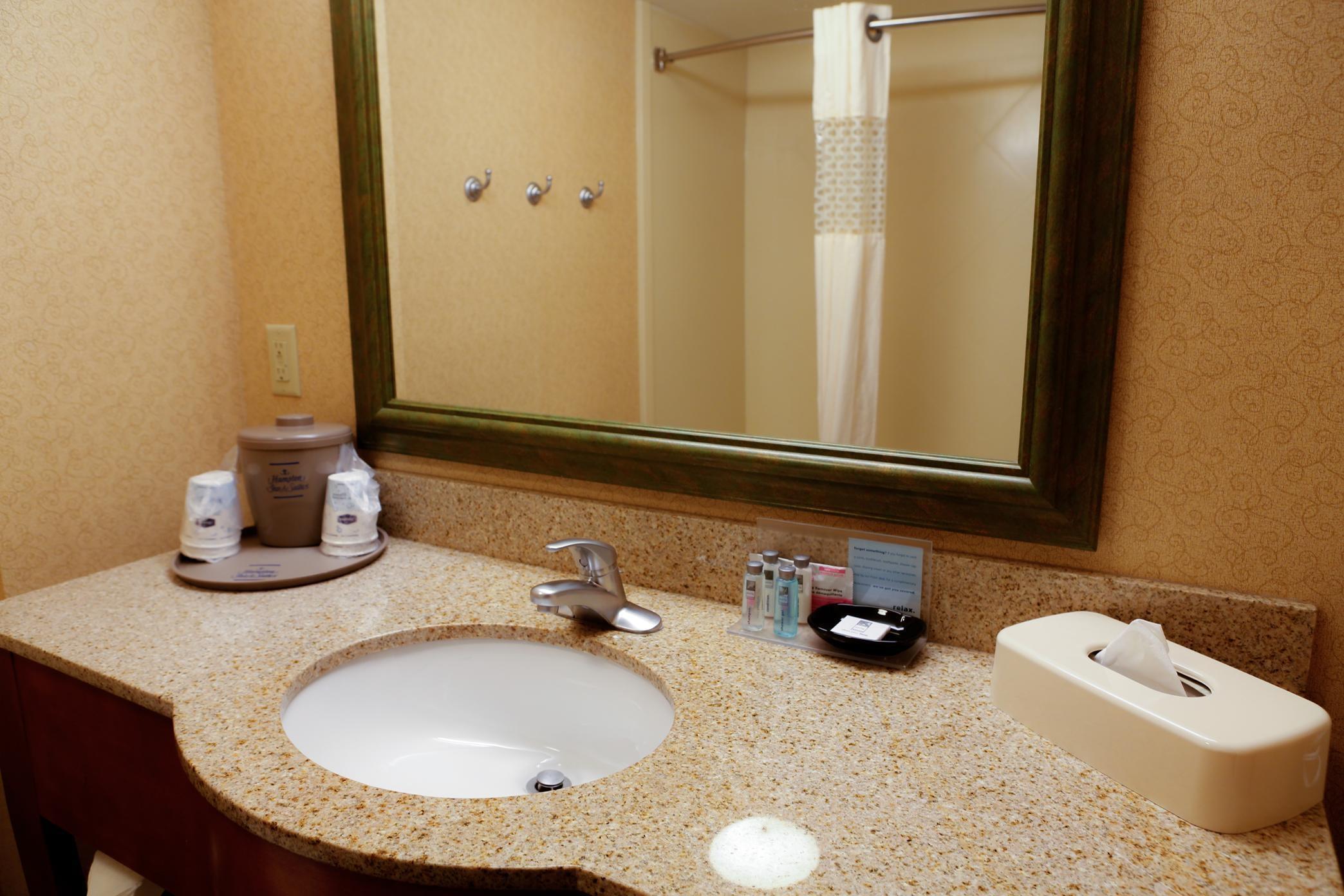 Hampton Inn & Suites Greenfield image 15