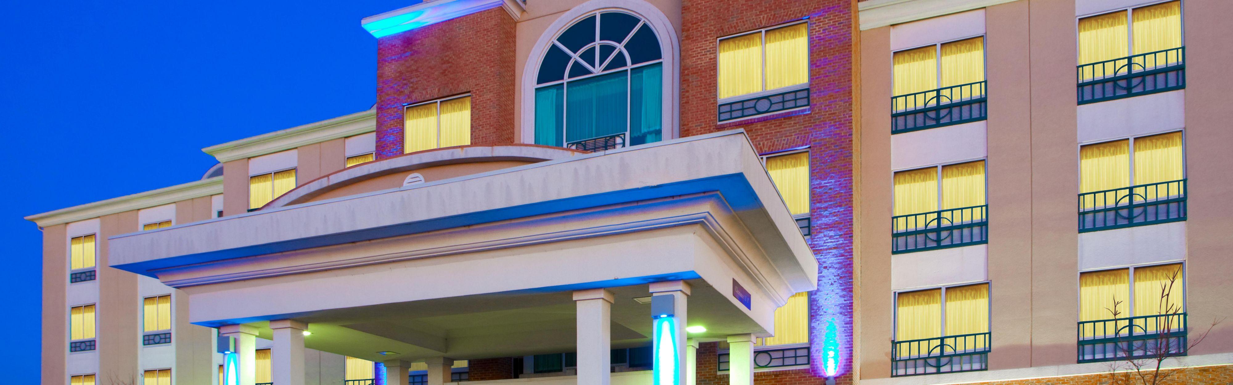 Holiday Inn Express & Suites Woodbridge image 0