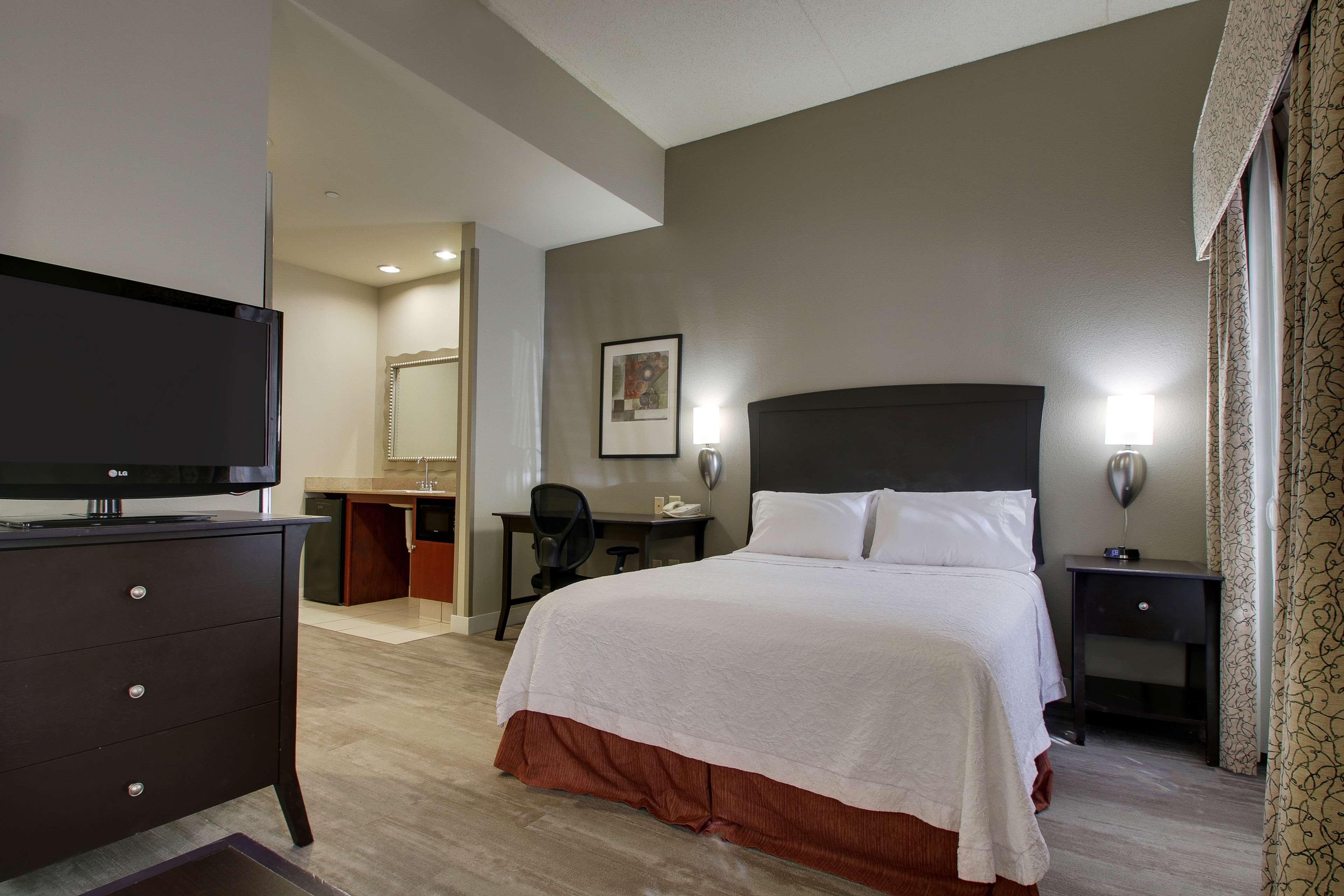 Hampton Inn & Suites Spartanburg-I-26-Westgate Mall image 37