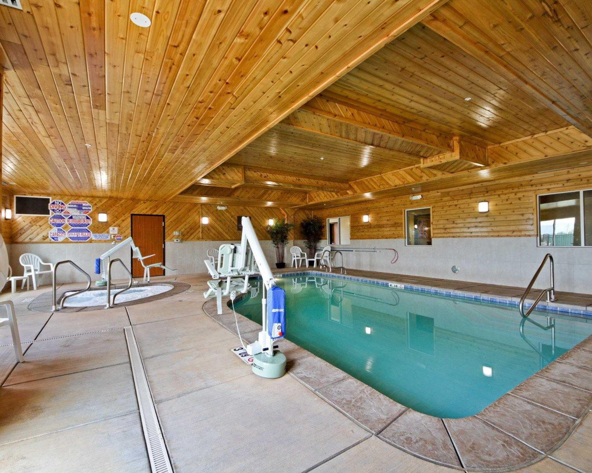 Comfort Suites Redding - Shasta Lake image 4