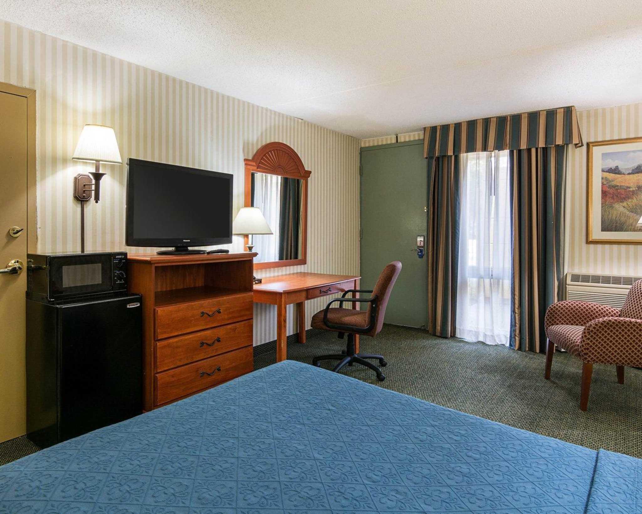 Rodeway Inn image 13