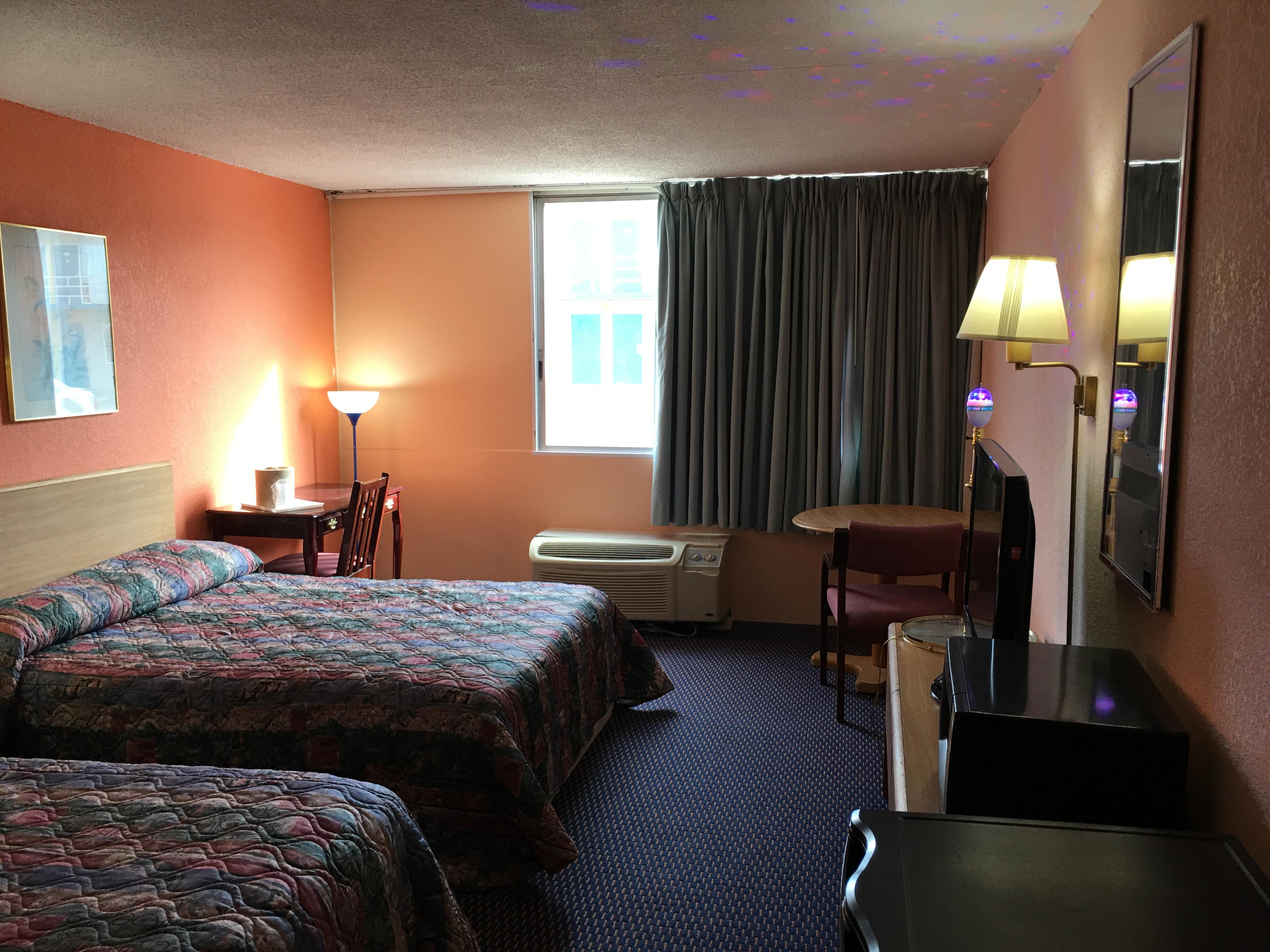 Red Carpet Inn & Suites image 16