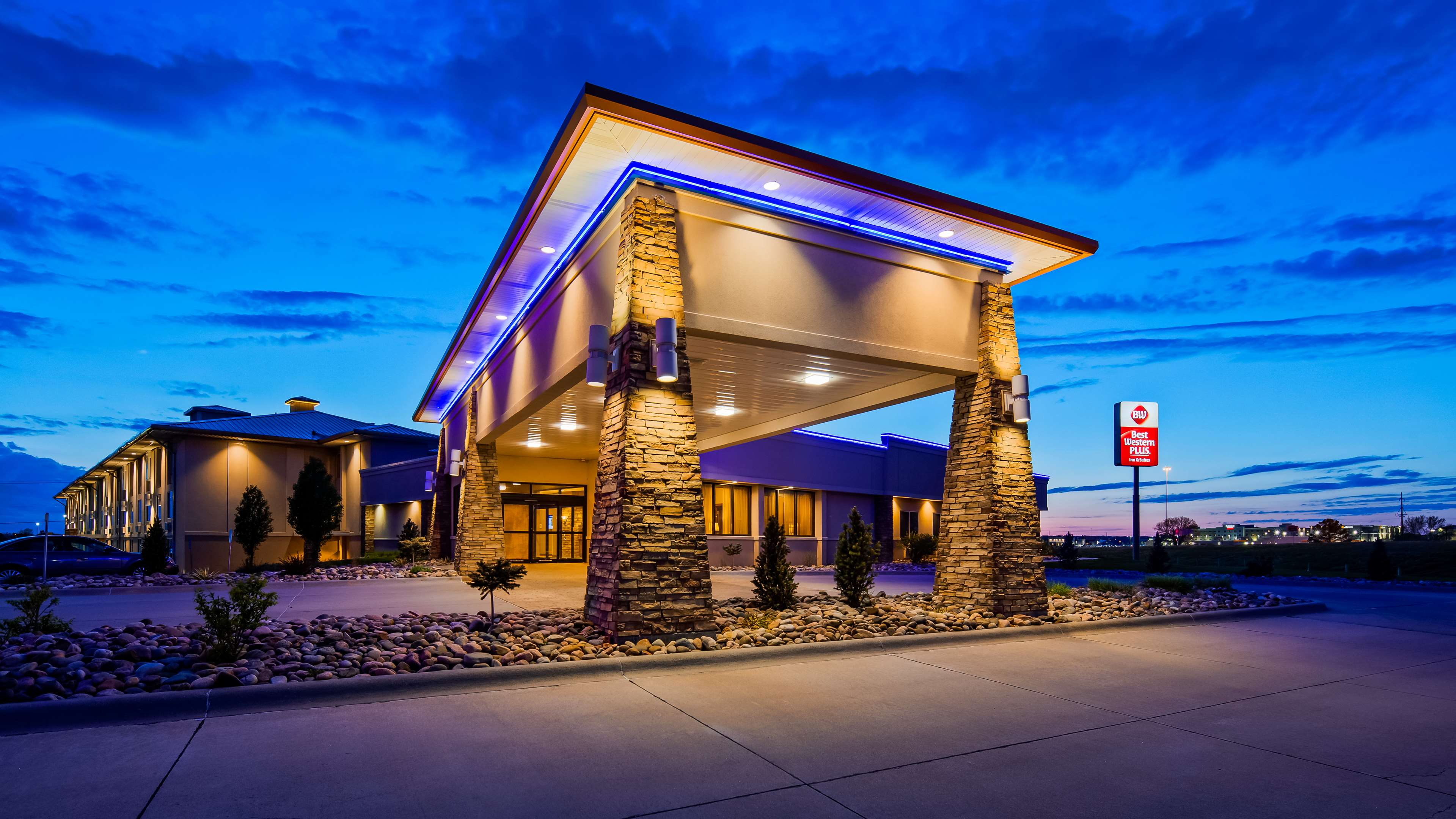 Best Western Plus Mid Nebraska Inn & Suites image 1