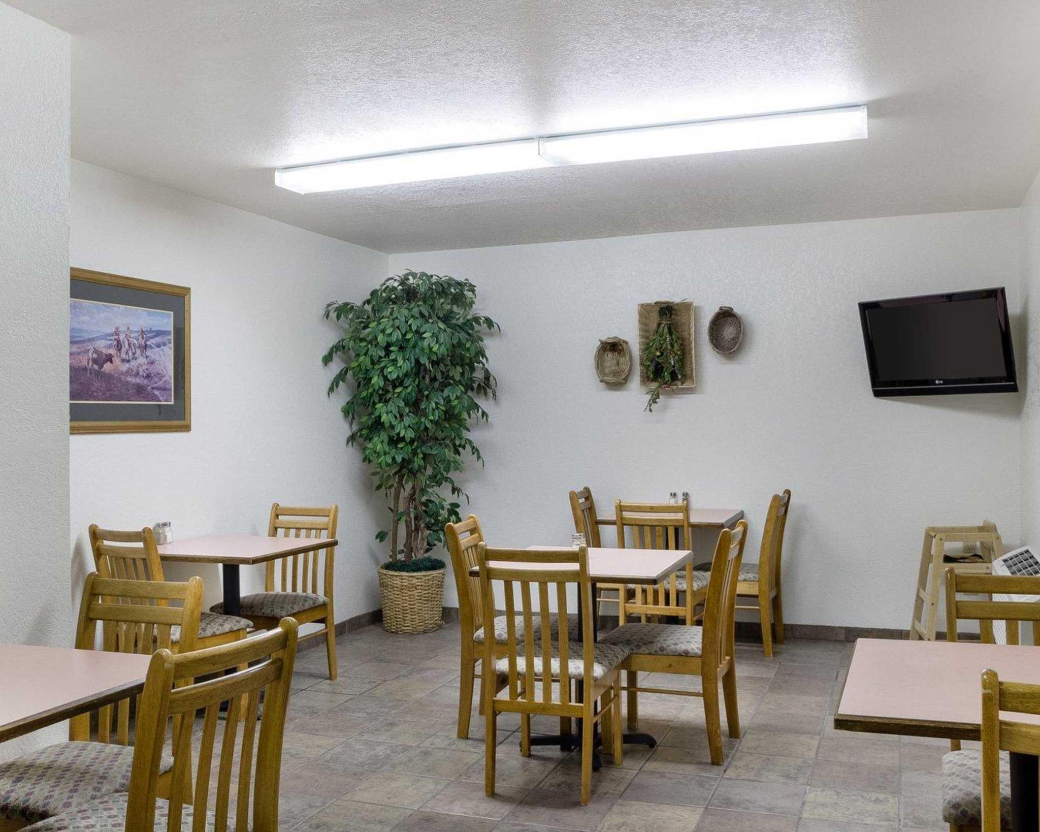 Econo Lodge Near Mt. Rushmore Memorial image 26