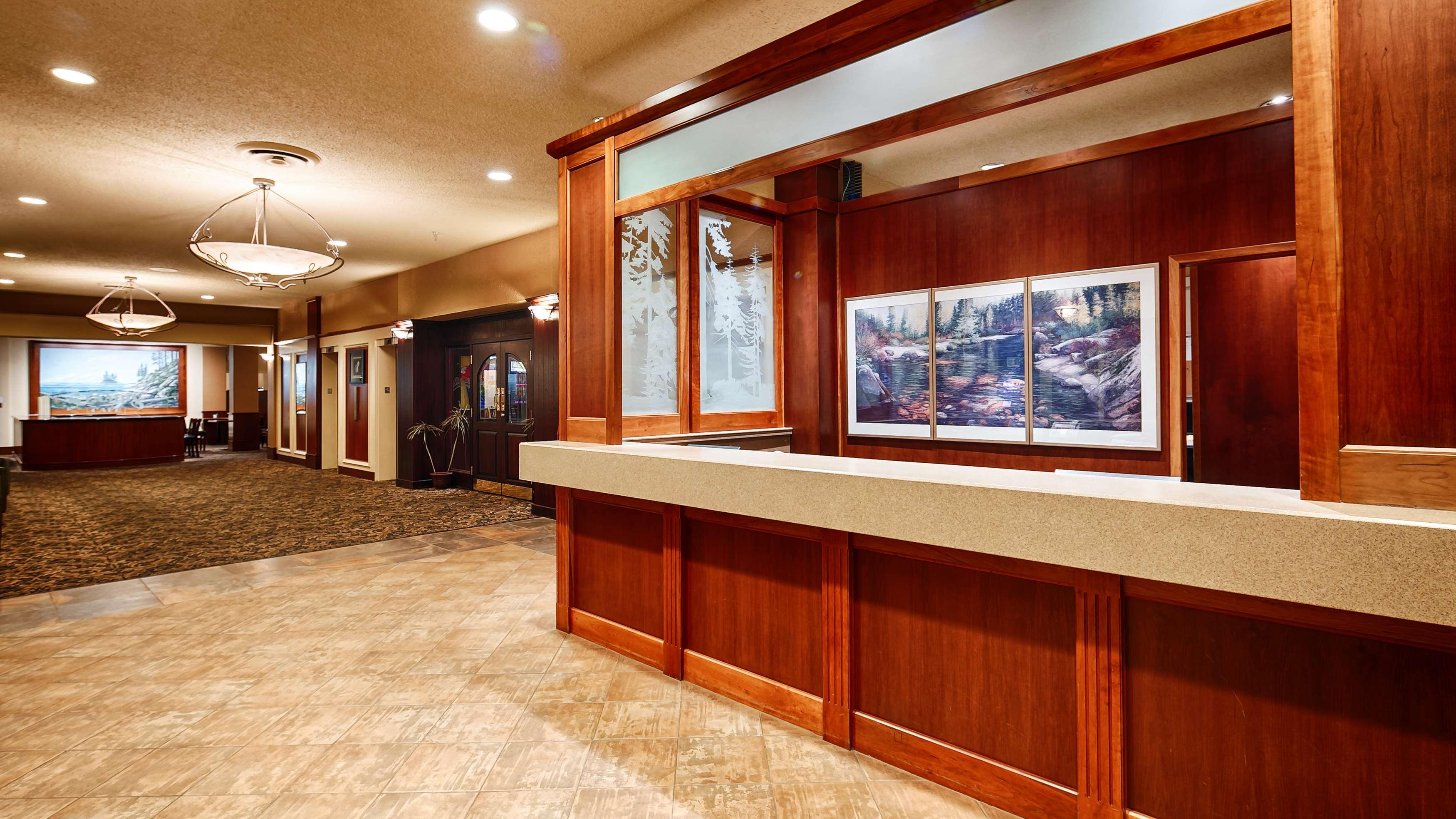 Best Western Plus Barclay Hotel in Port Alberni: Front Desk