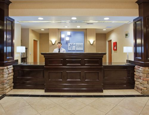 Holiday Inn Express & Suites Lincoln-Roseville Area image 3