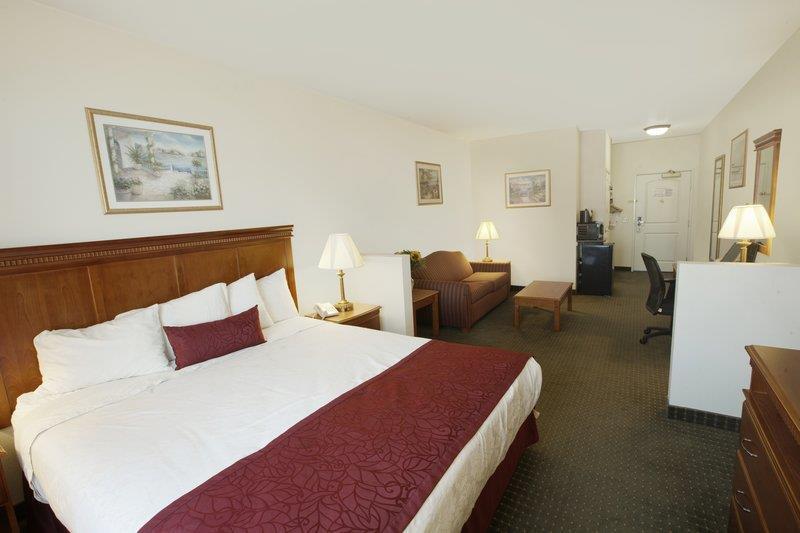 Best Western Plus Lake Elsinore Inn & Suites image 10