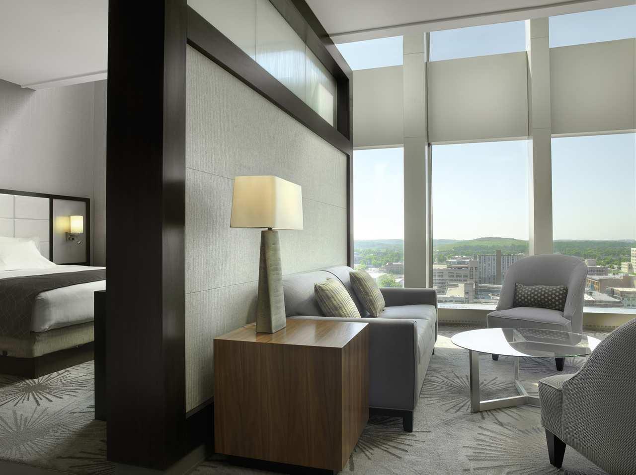 DoubleTree by Hilton Hotel Cedar Rapids Convention Complex image 15